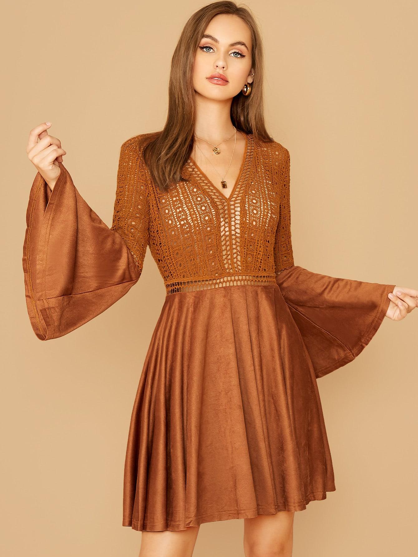 Полупрозрачное кружевное замшевое платье с оригинальным рукавом