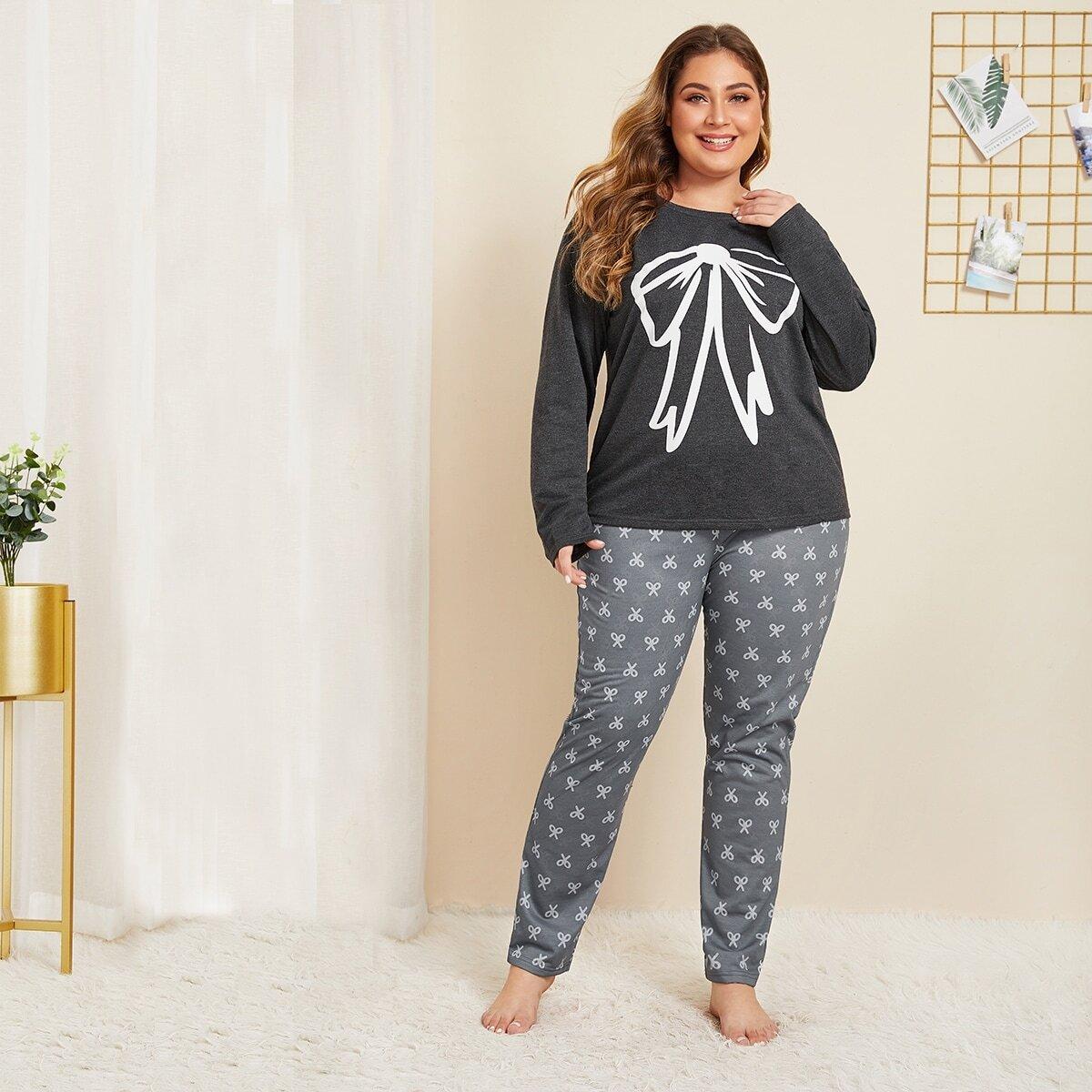 Plus pyjama met lange mouwen en strikprint