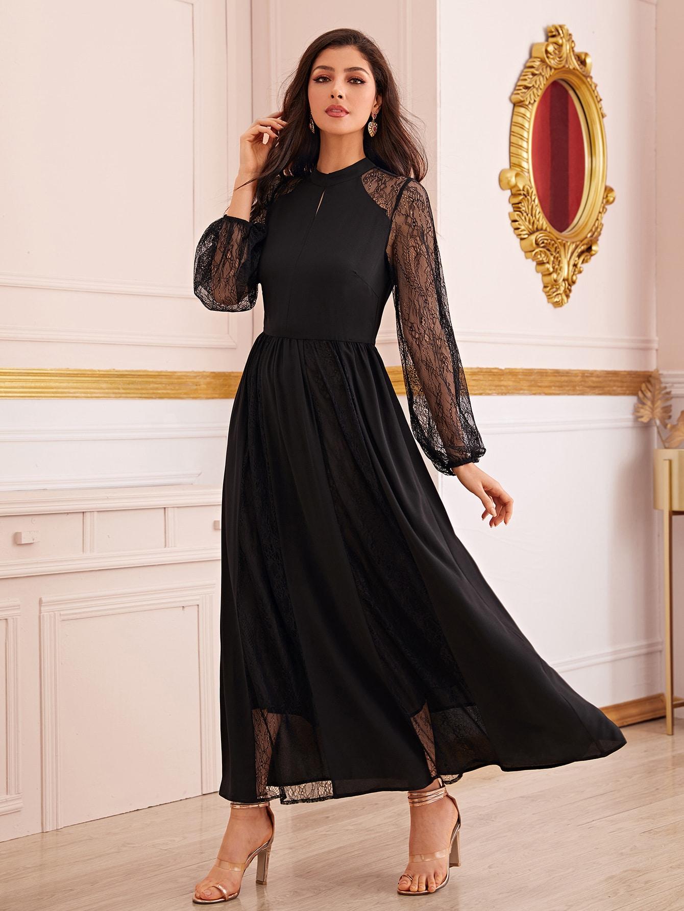 Расклешенное платье с кружевными рукавами реглан