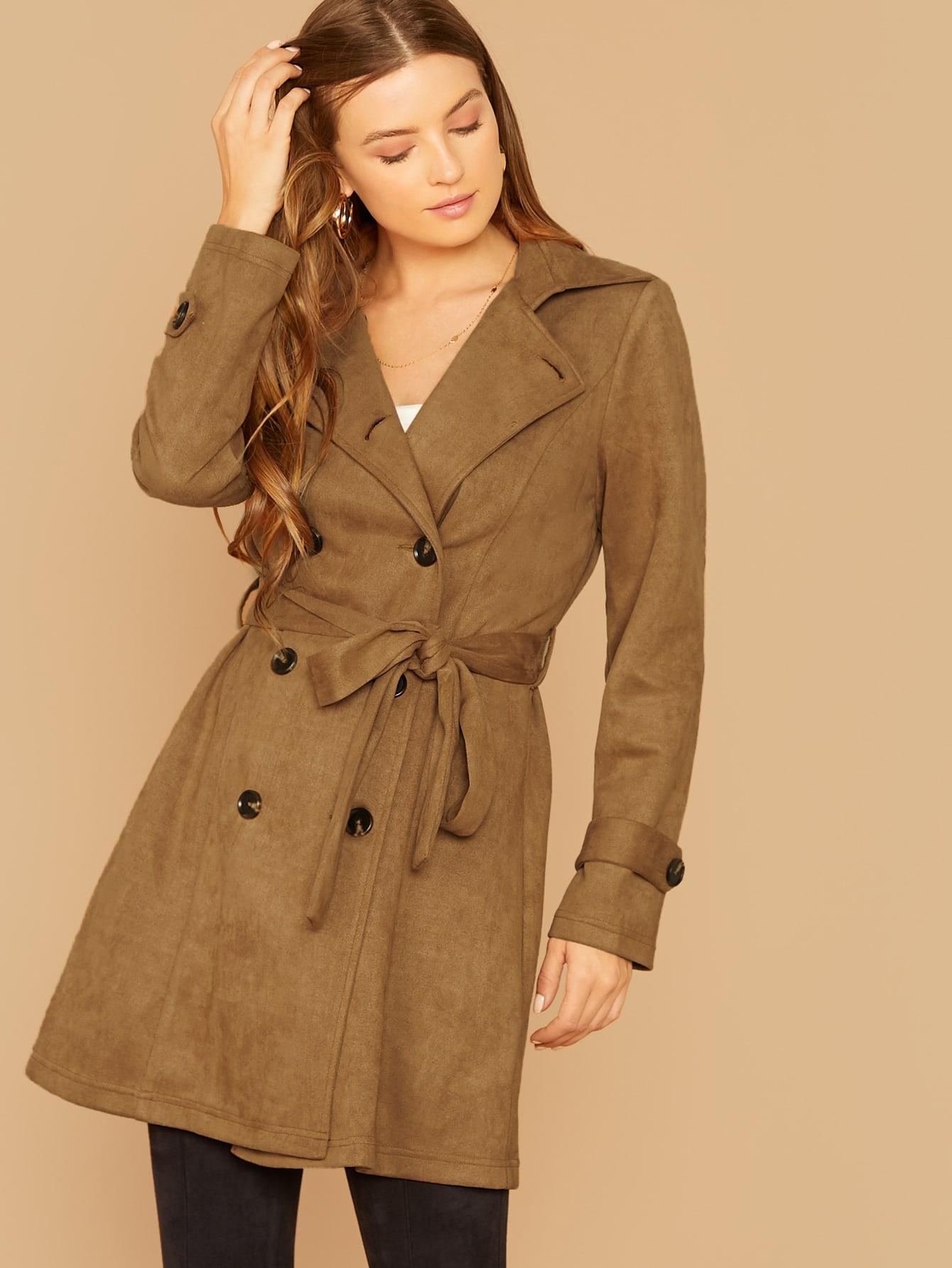 Двубортное замшевое пальто с поясом