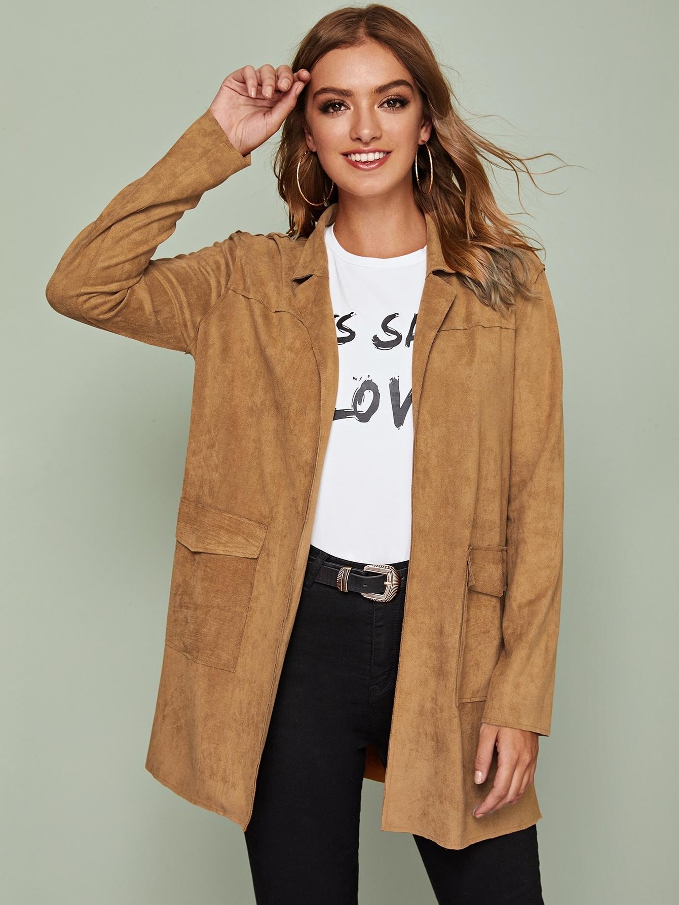 Замшевое пальто с карманом и клиновидным вырезом