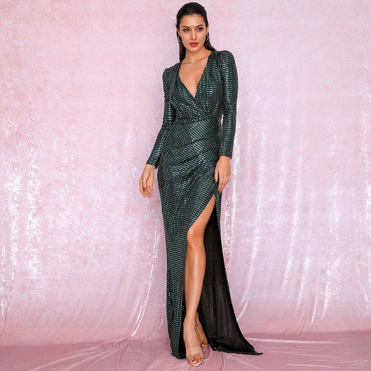 платье с глубоким вырезом и блестками Image