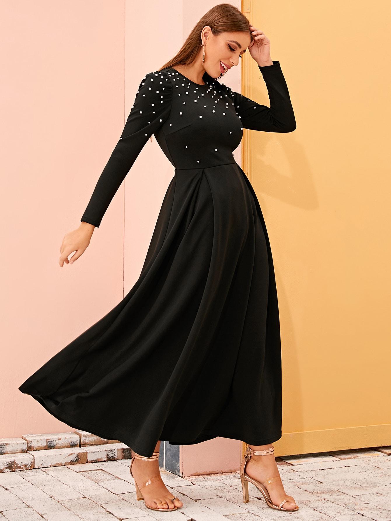 Платье с пышными рукавами и жемчугом