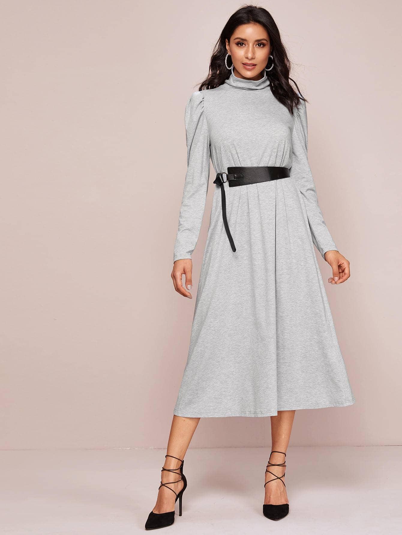 Платье с пышными рукавом и поясом