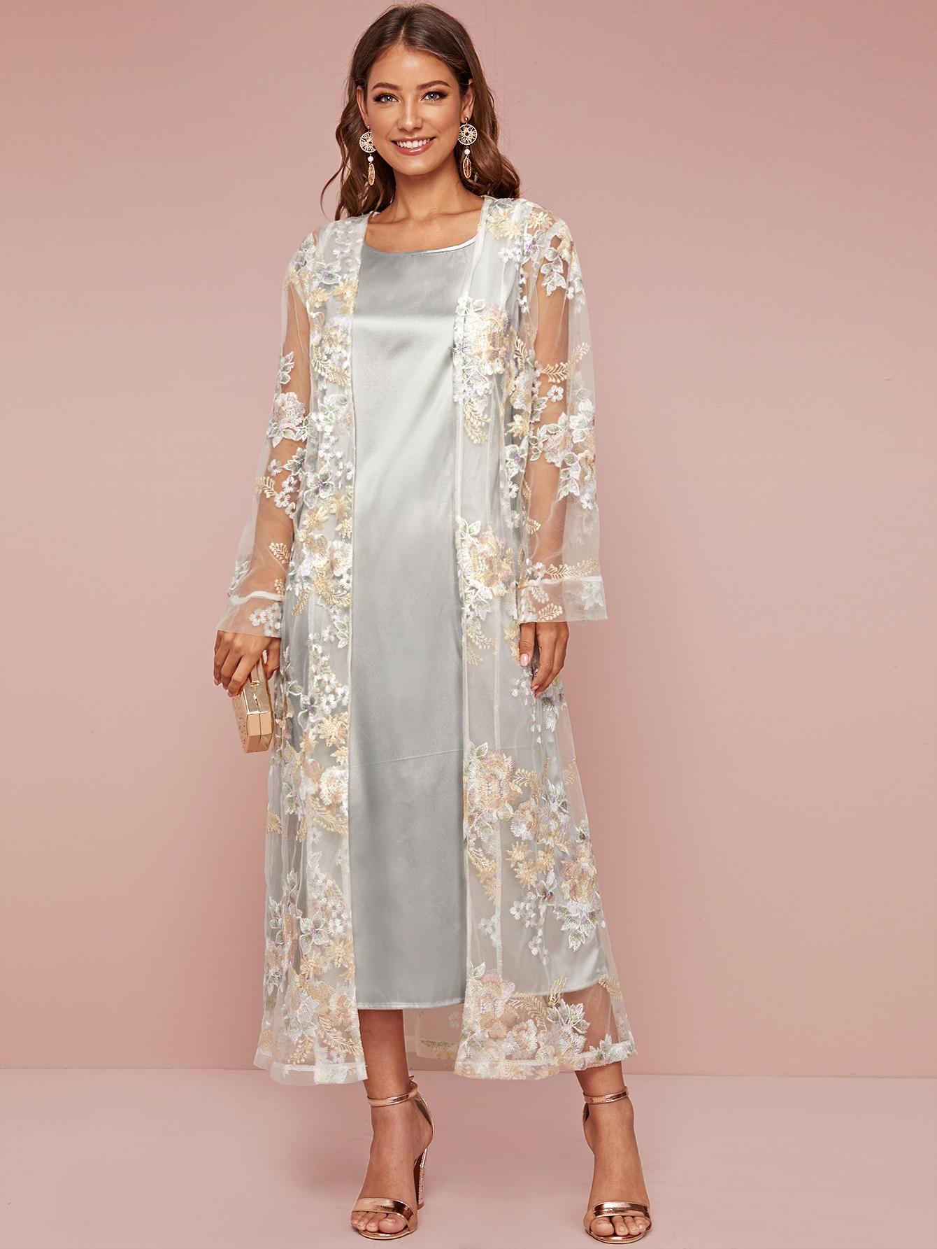 Атласное платье и сетчатое кимоно с вышивкой
