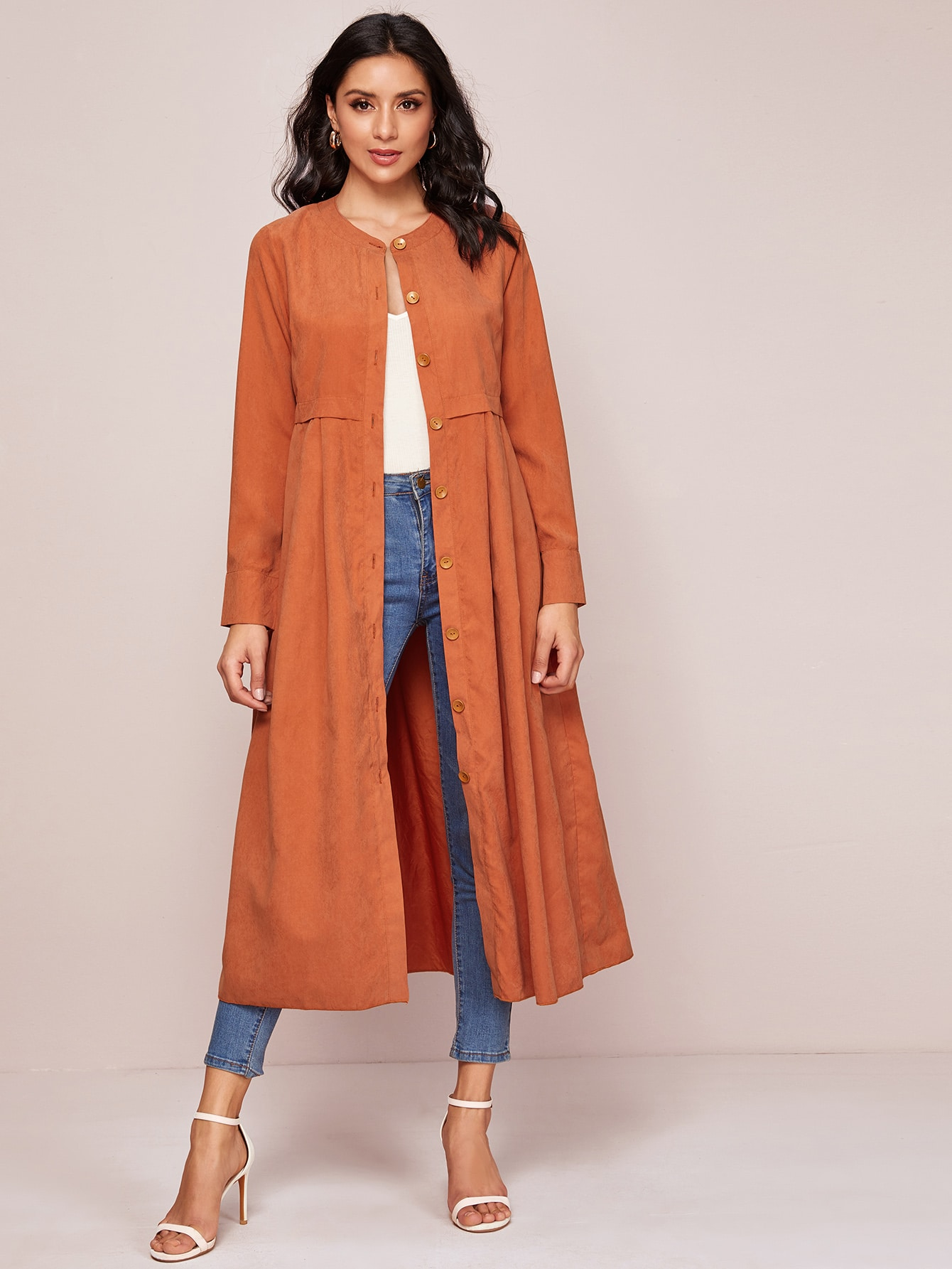Расклешенное пальто с пуговицами
