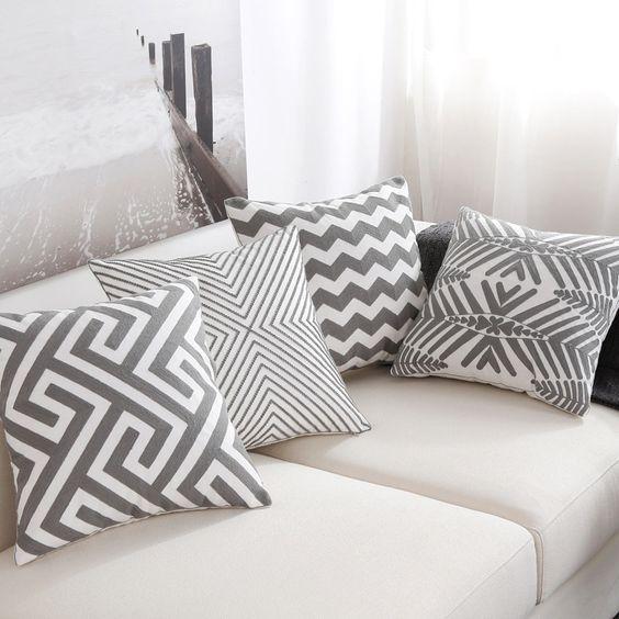 Kussenhoes met geometrisch patroon
