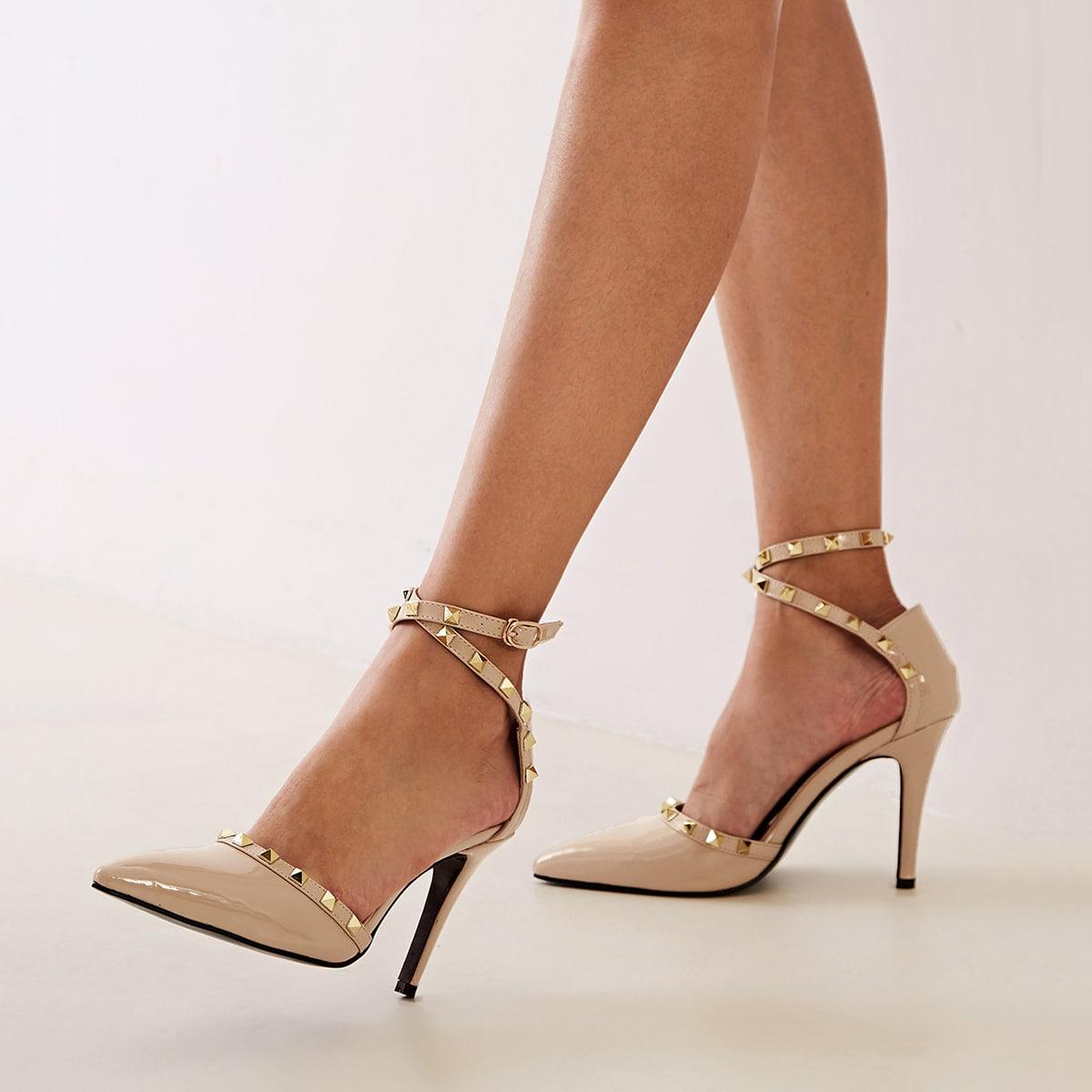 Остроконечные туфли на шпильках с заклепками