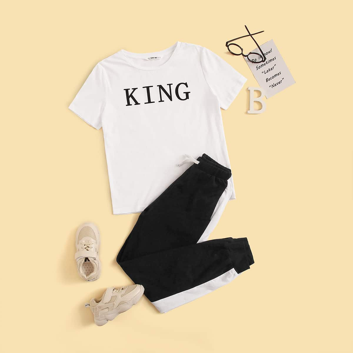 Контрастные брюки и футболка с текстовым принтом для мальчиков от SHEIN