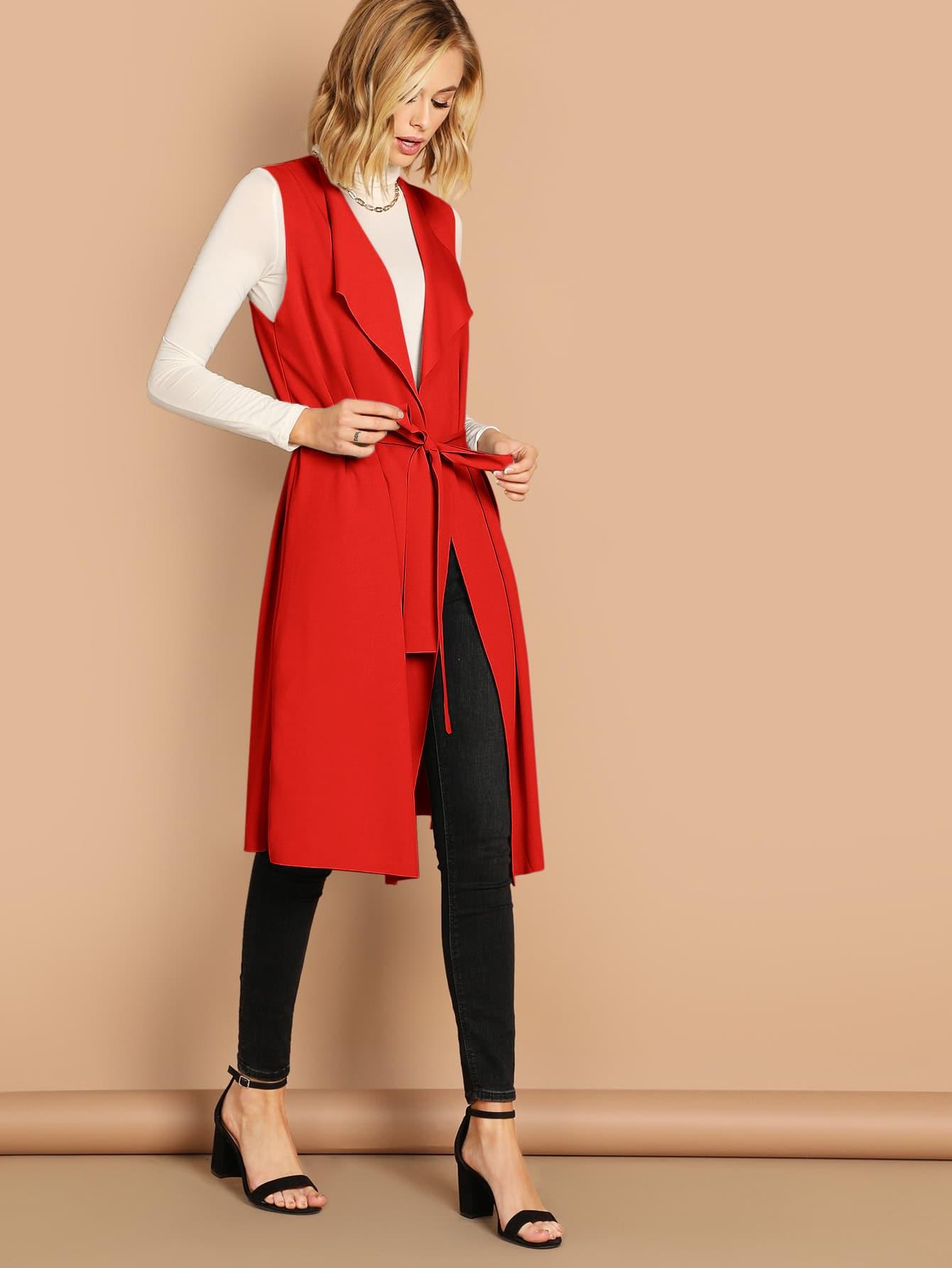 Пальто без рукавов с каскадным воротником и поясом
