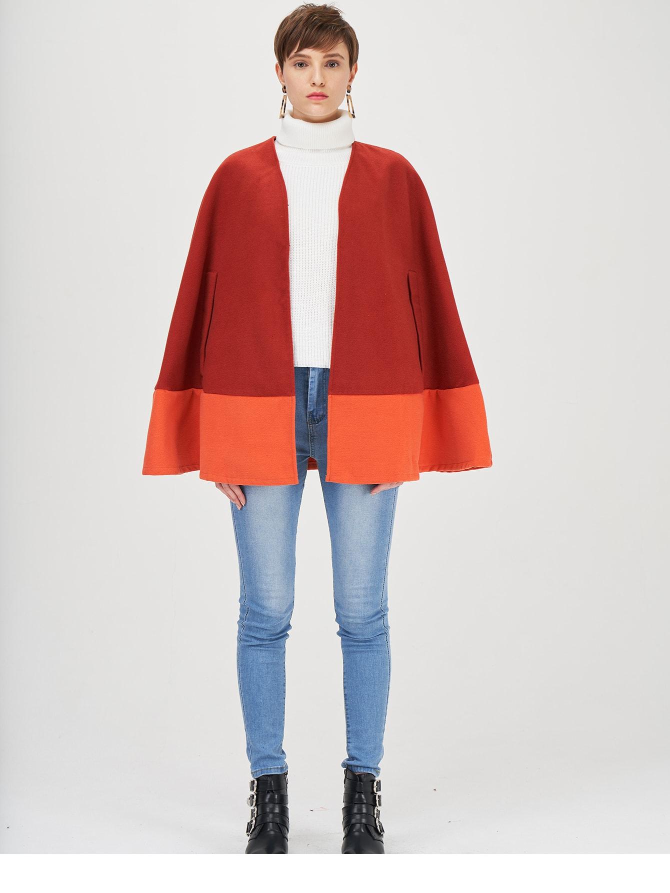Двухцветное пальто-кейп