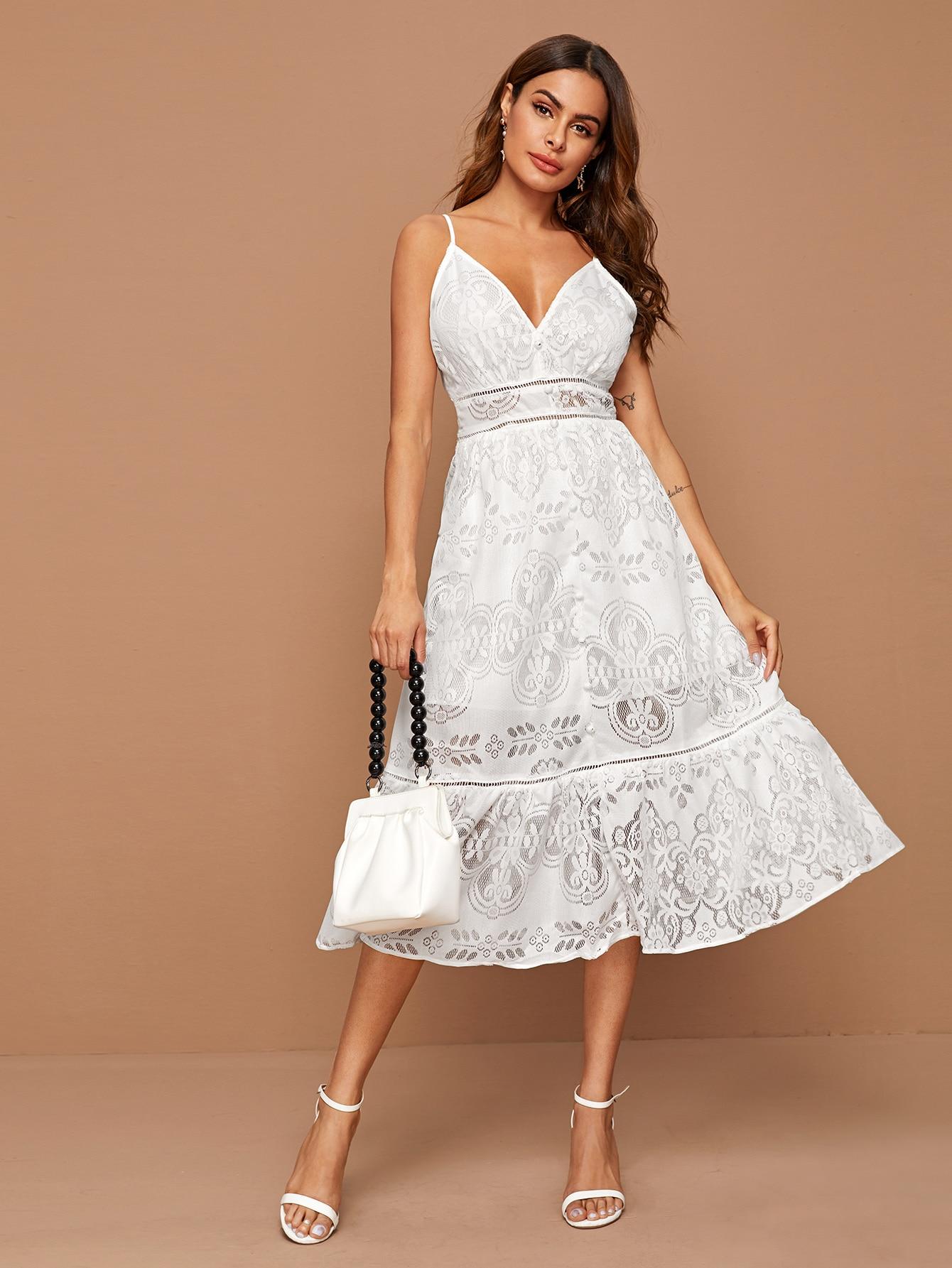 Кружевное платье на бретелях с оборками