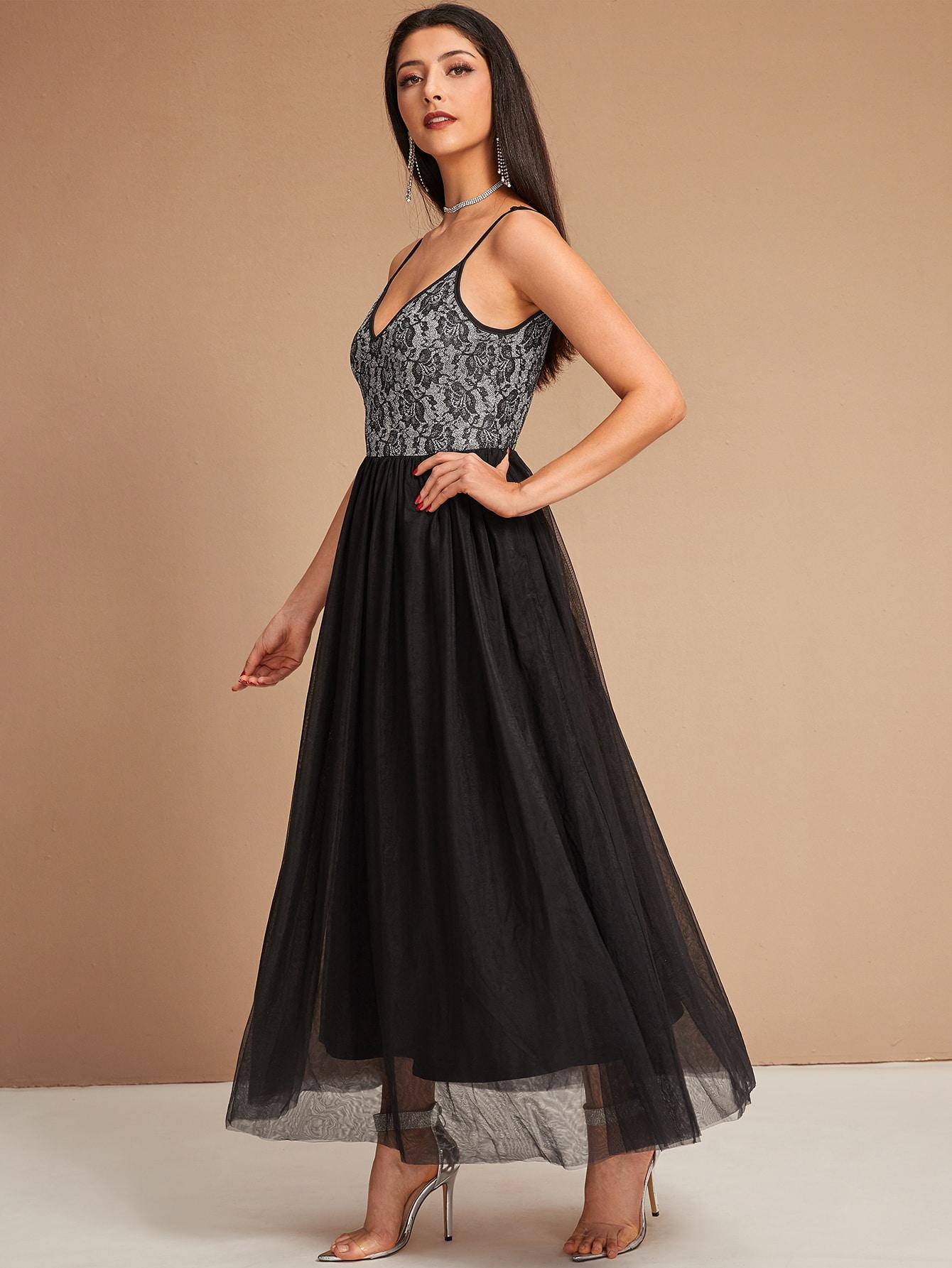 Сетчатое расклешенное платье с кружевным корсажем и v-образным вырезом