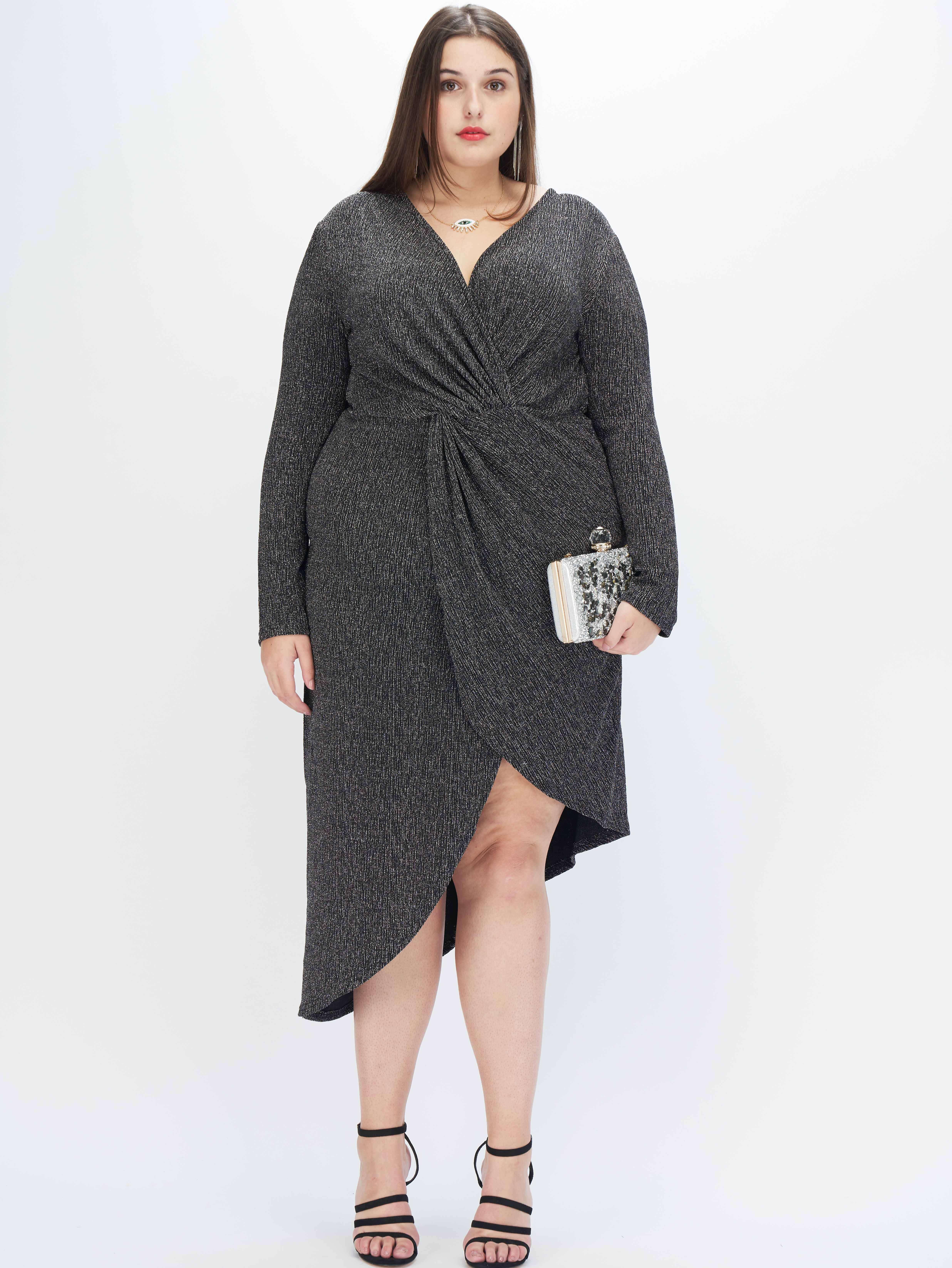 Асимметричное блестящее платье размера плюс с драпировкой