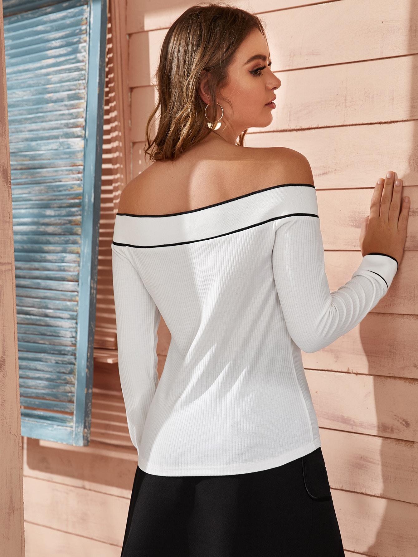 SHEIN / Camiseta de hombros descubiertos con alfiler en contraste