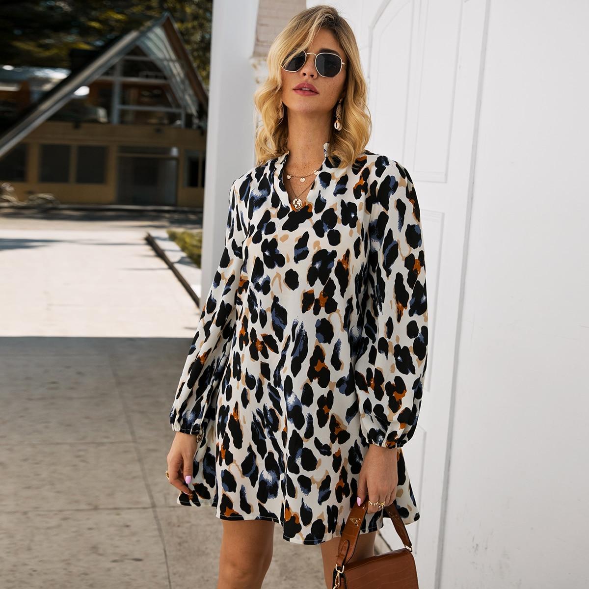 Стильное платье с леопардовым принтом Image