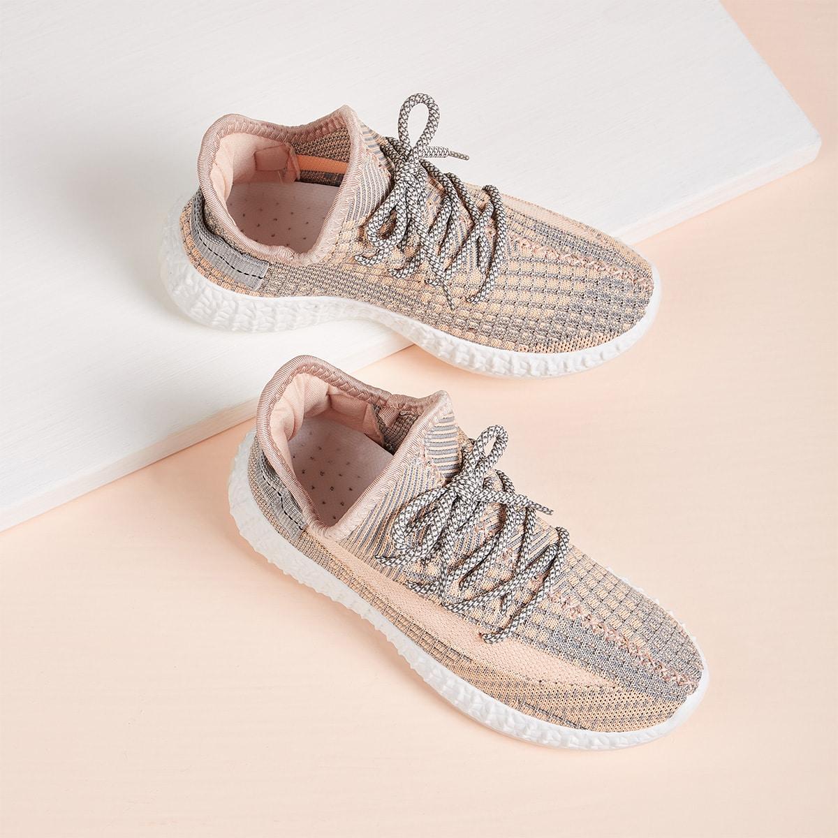 Sneakers met veters