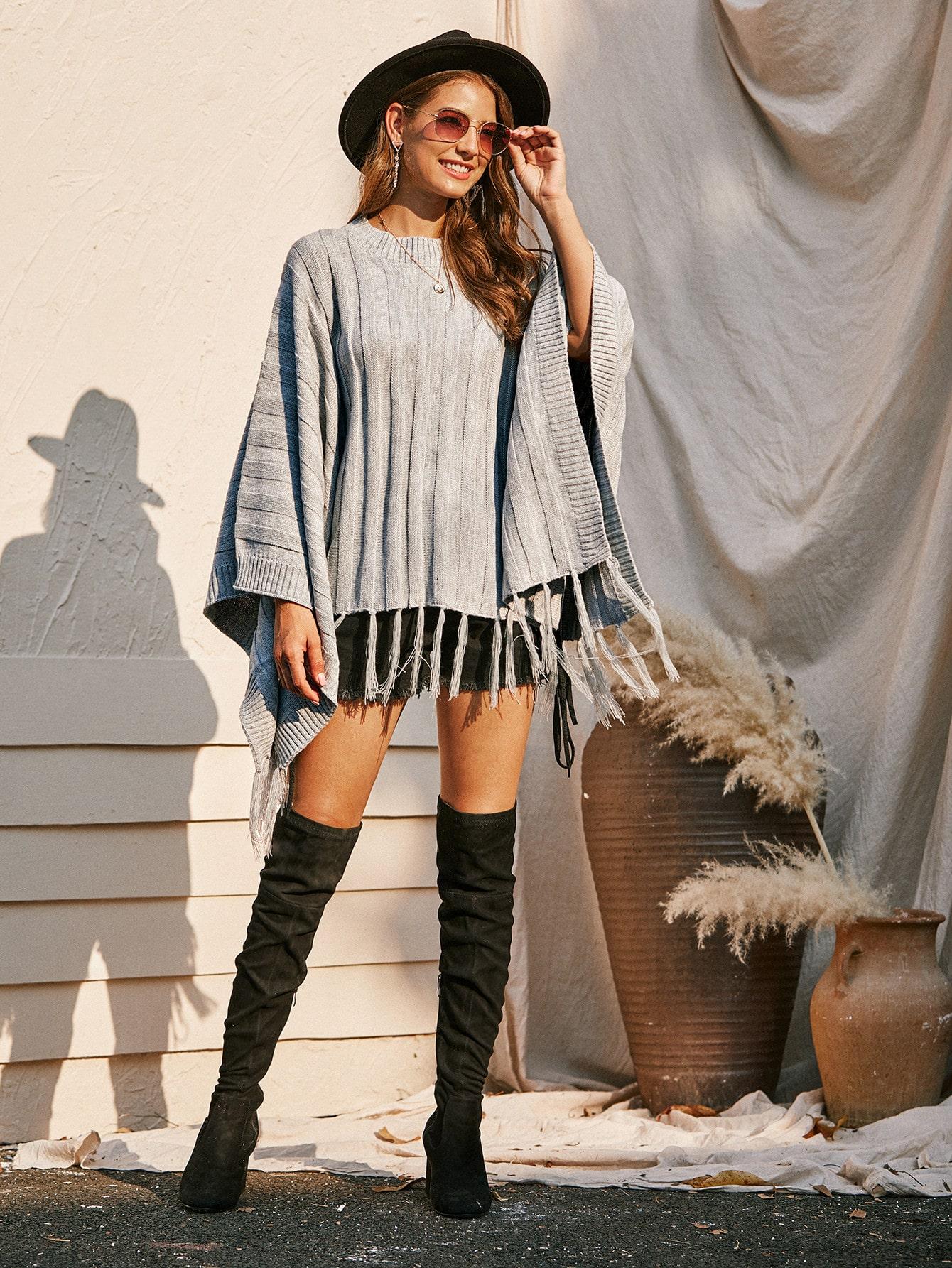 Трикотажный свитер-пончо с бахромой