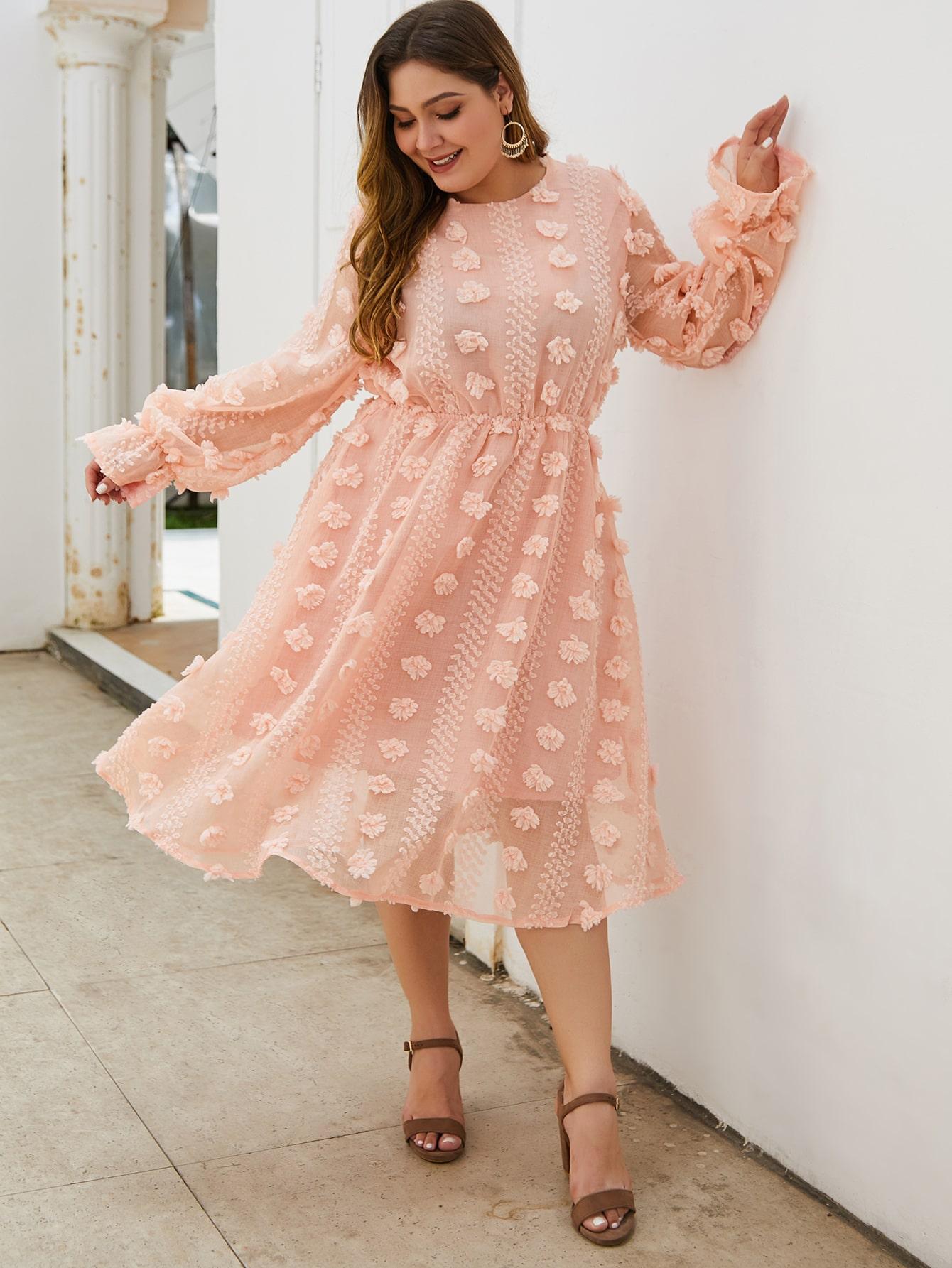 Платье размера плюс с высокой талией и оригинальным рукавом