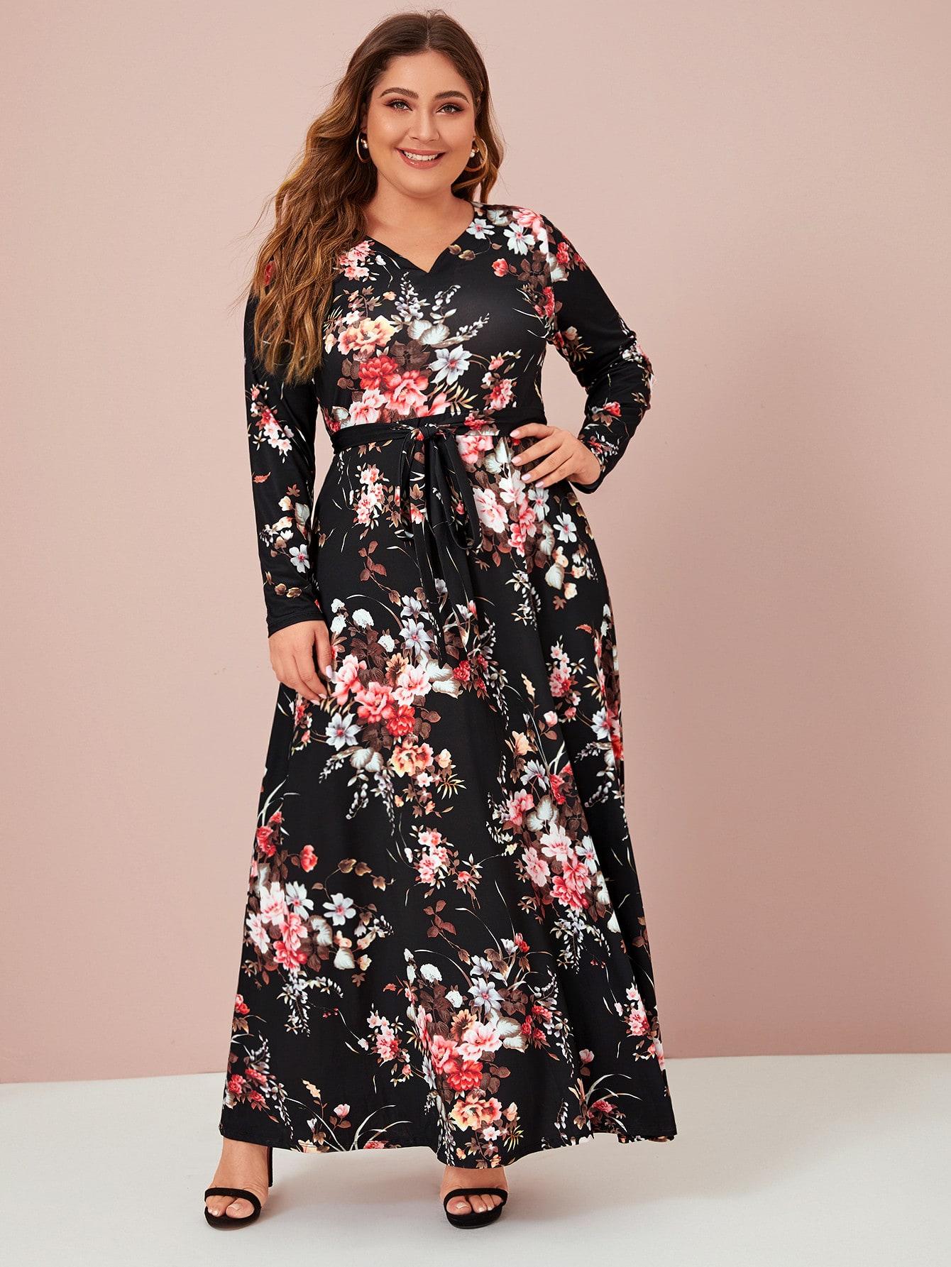Расклешенное цветочное платье размера плюс с v-образным вырезом