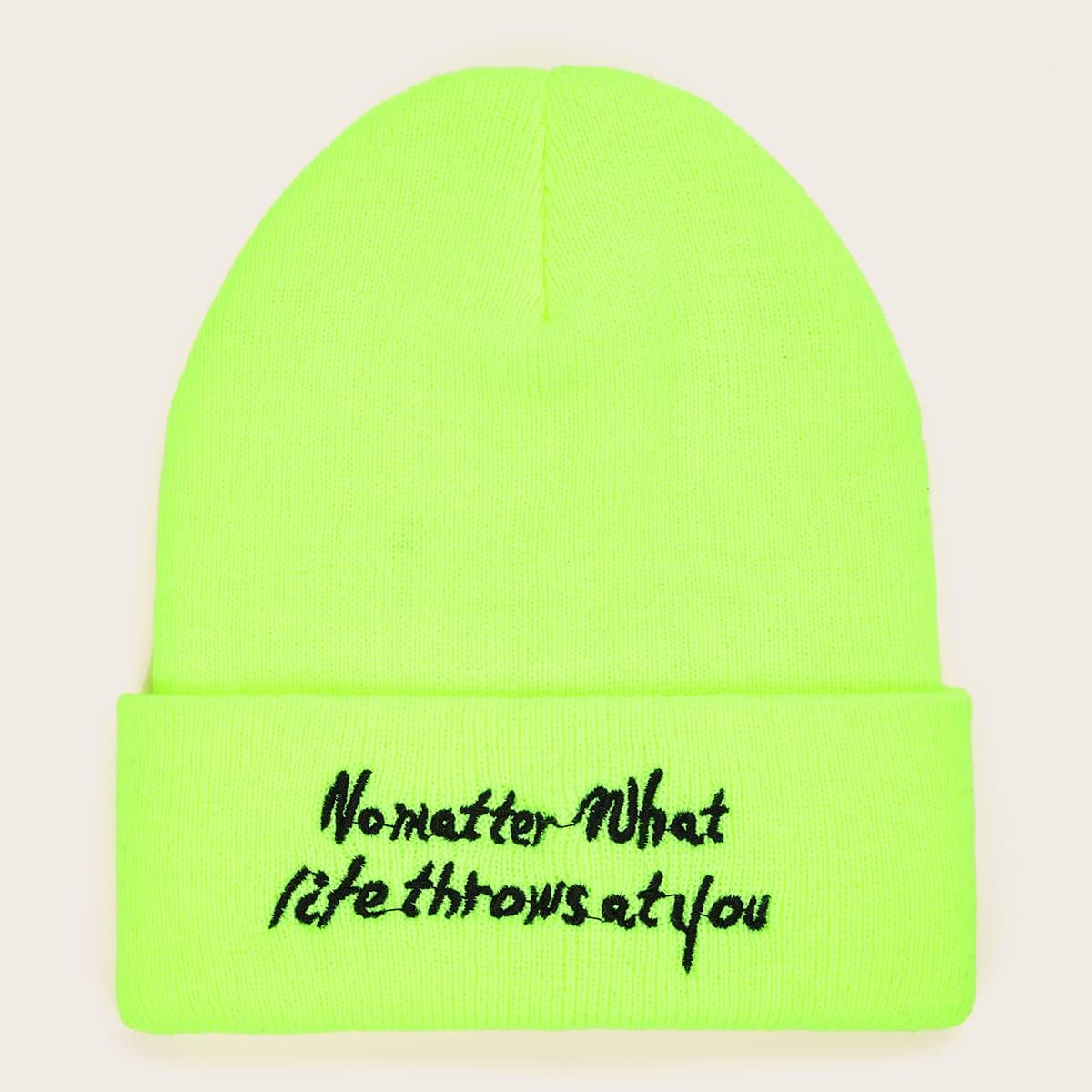 Зеленая шапка с текстовой вышивкой от SHEIN