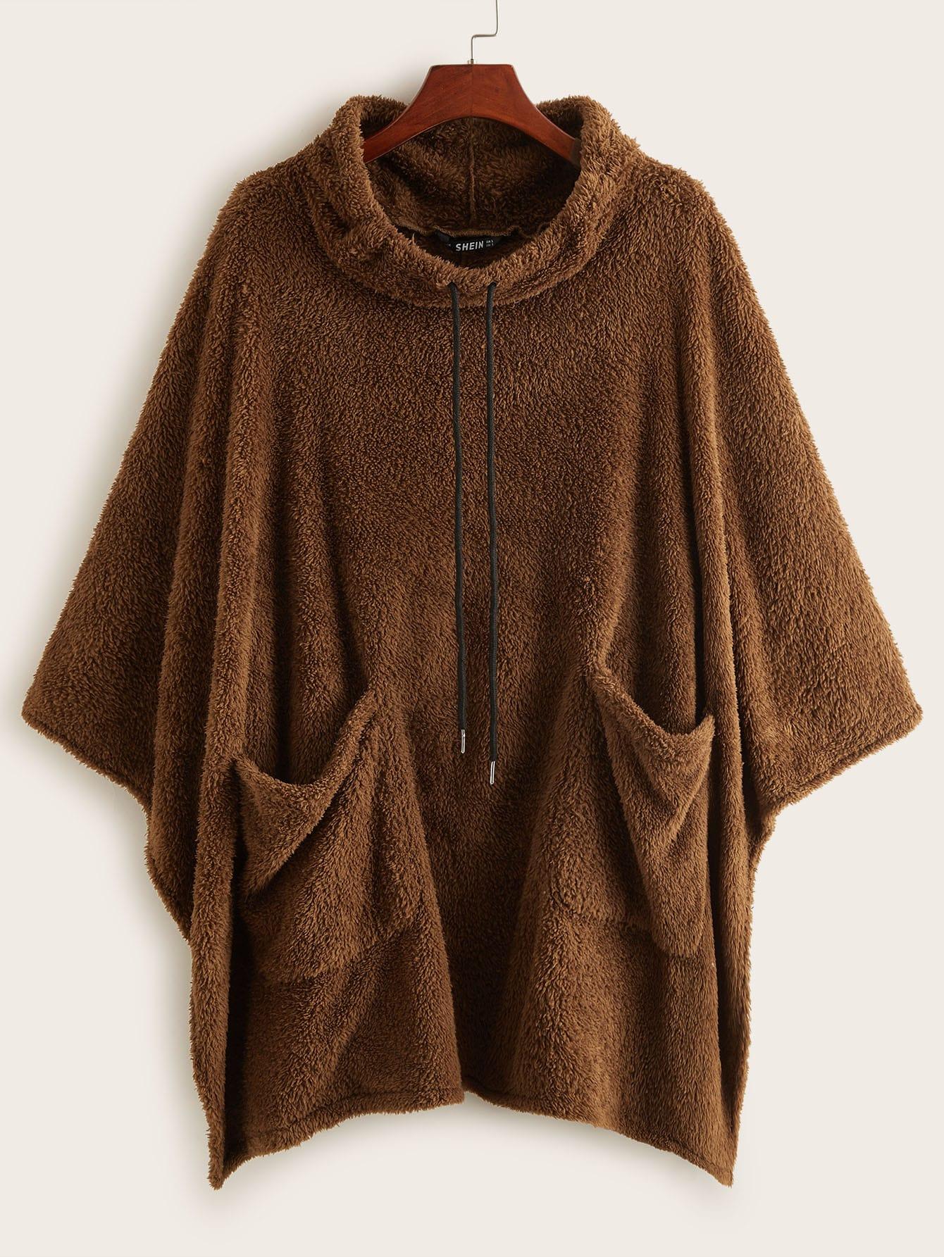 Плюшевое пальто-кейп с карманом