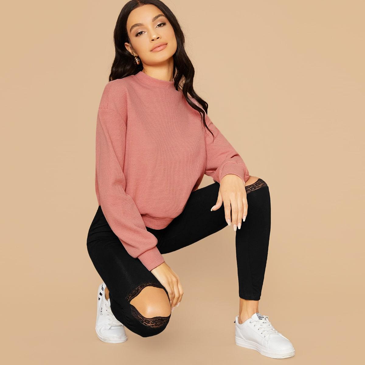 Однотонный пуловер с воротником-стойкой