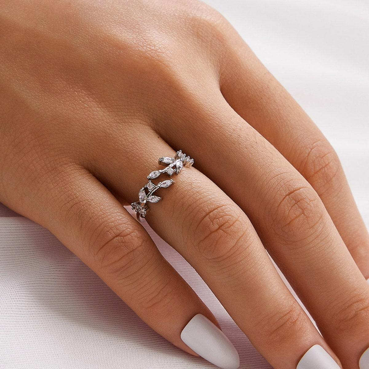 Кольцо с листом и стразами 1шт