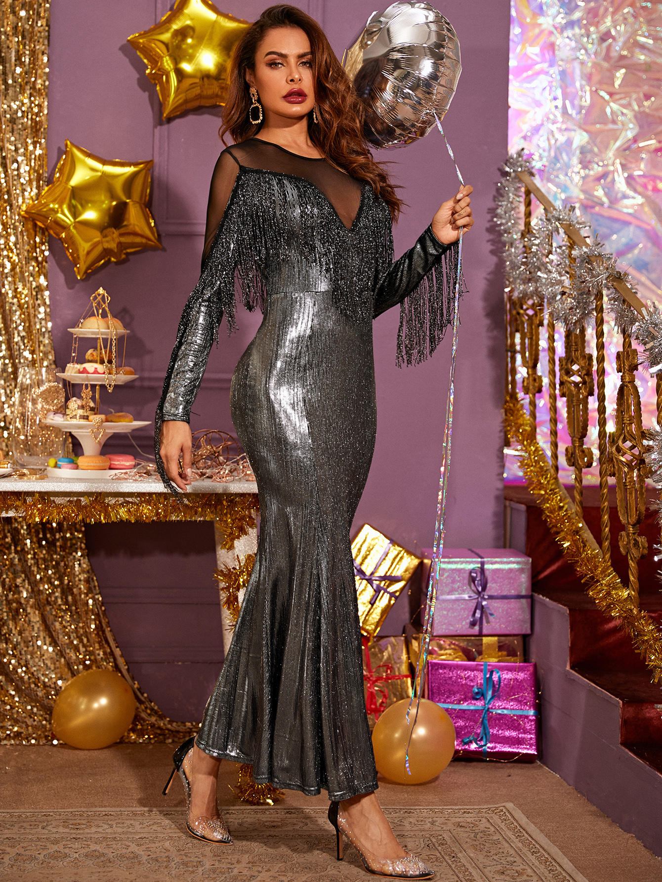 Платье-русалка с сетчатой вставкой, блестками и бахромой