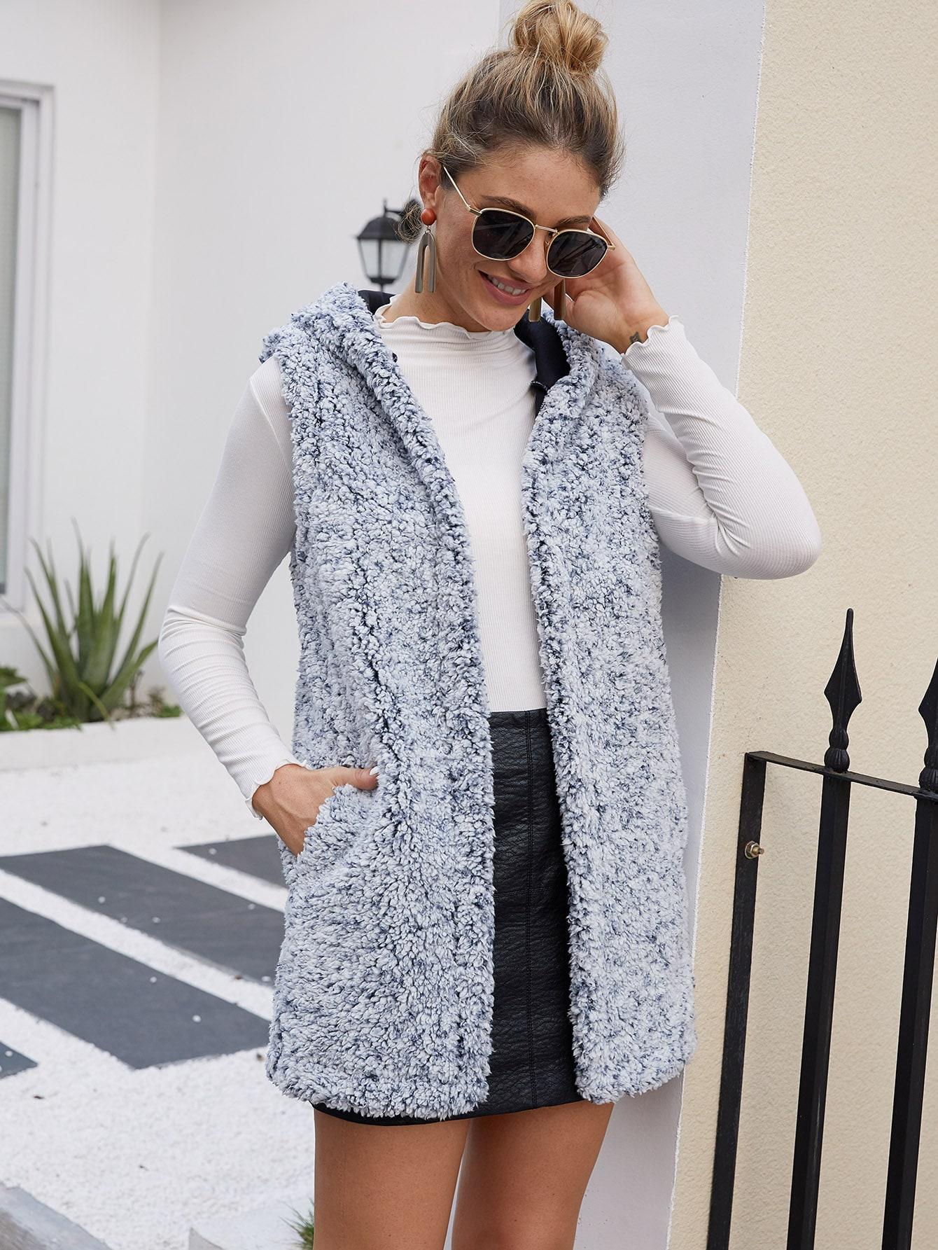 Плюшевое пальто-жилет с капюшоном и карманом