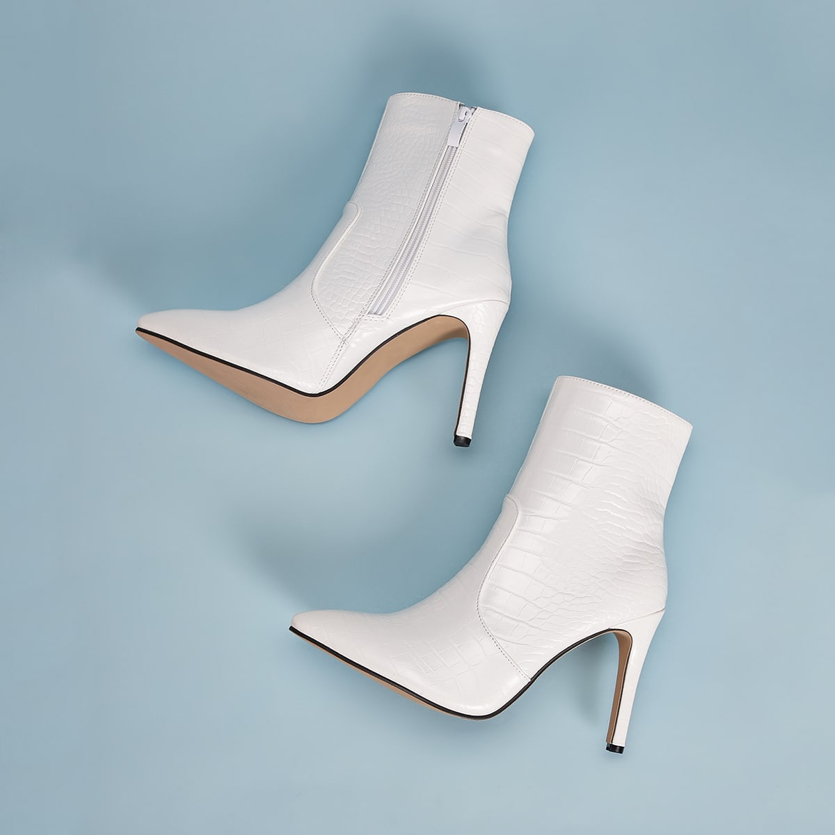 Остроконечные рельефные туфли на шпильках фото