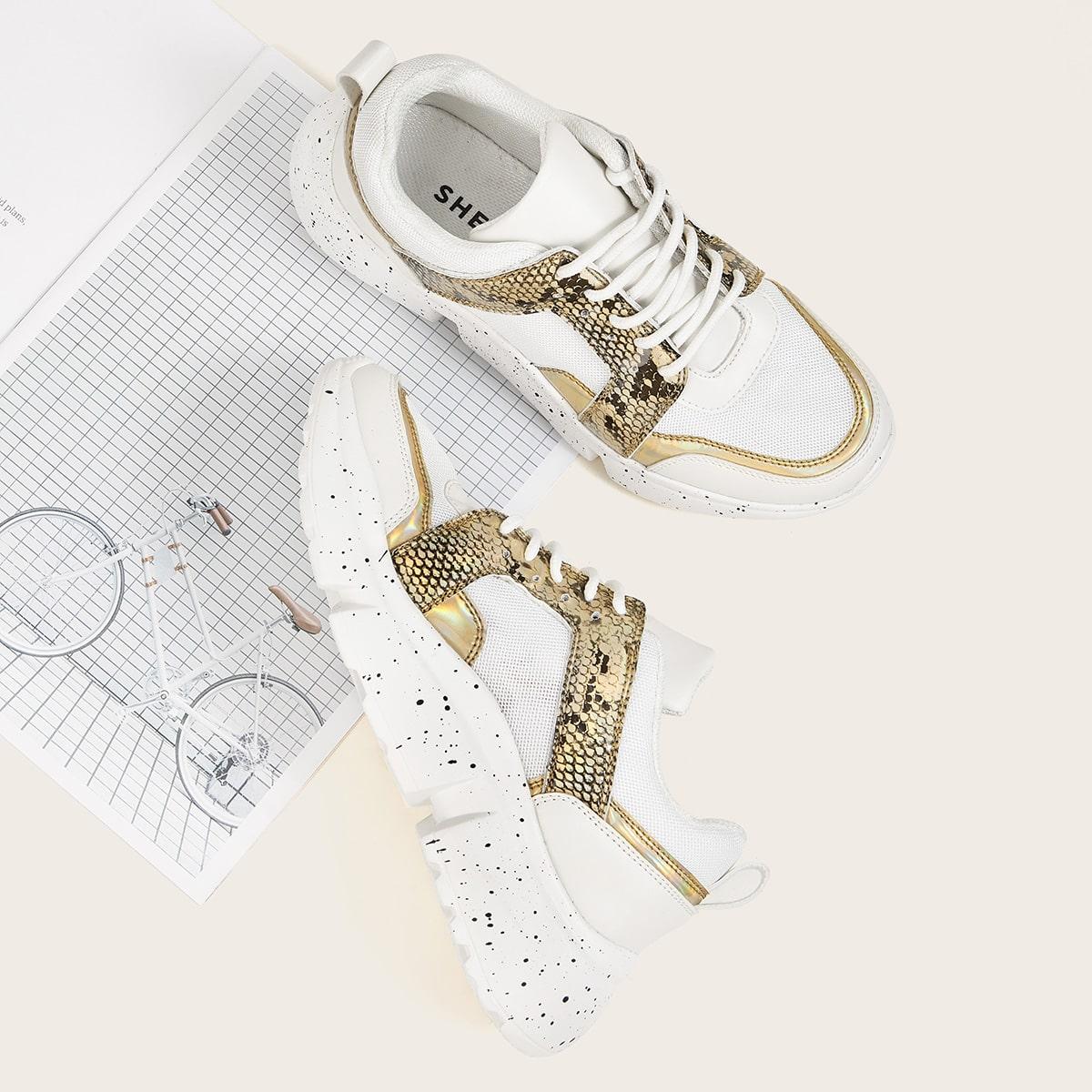 Контрастные  кроссовки с змеиным принтом от SHEIN