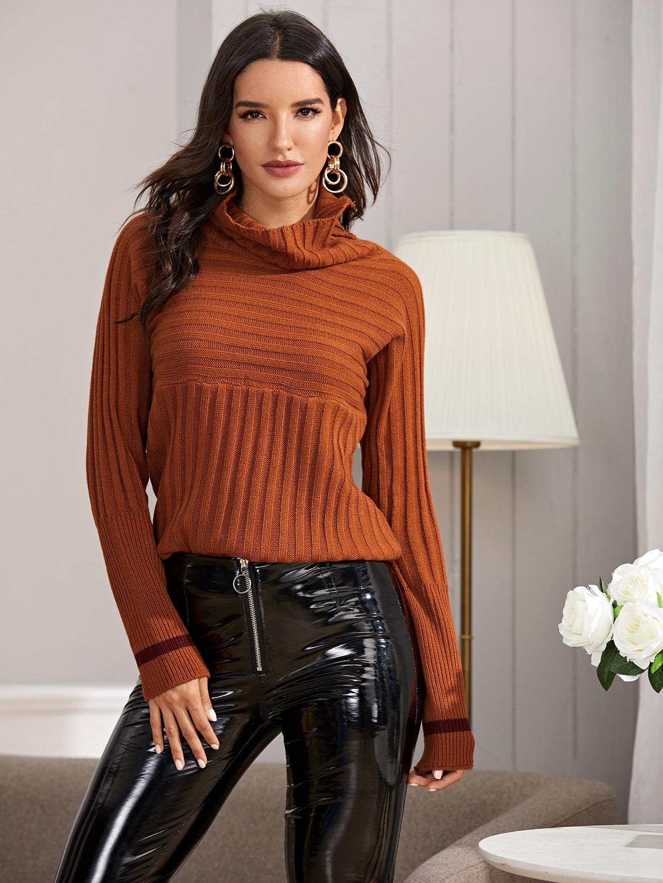 Вязаный свитер с полосками