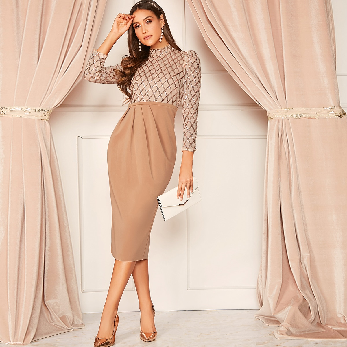 Стильное плиссированное платье с блестками Image