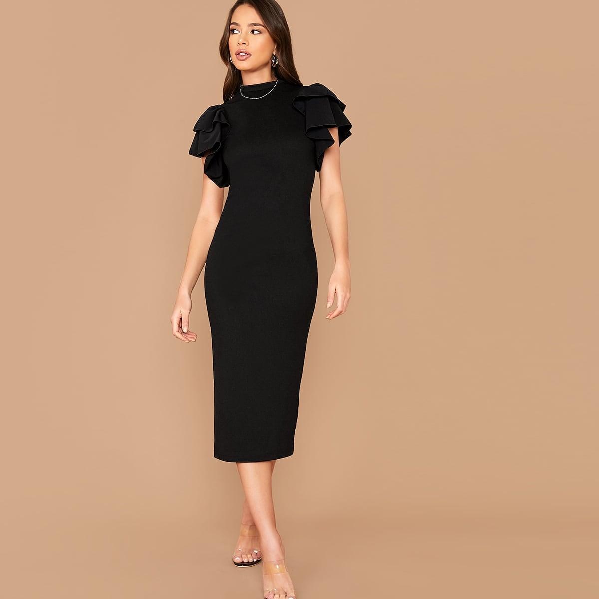 Облегающее платье с оригинальным рукавом Image