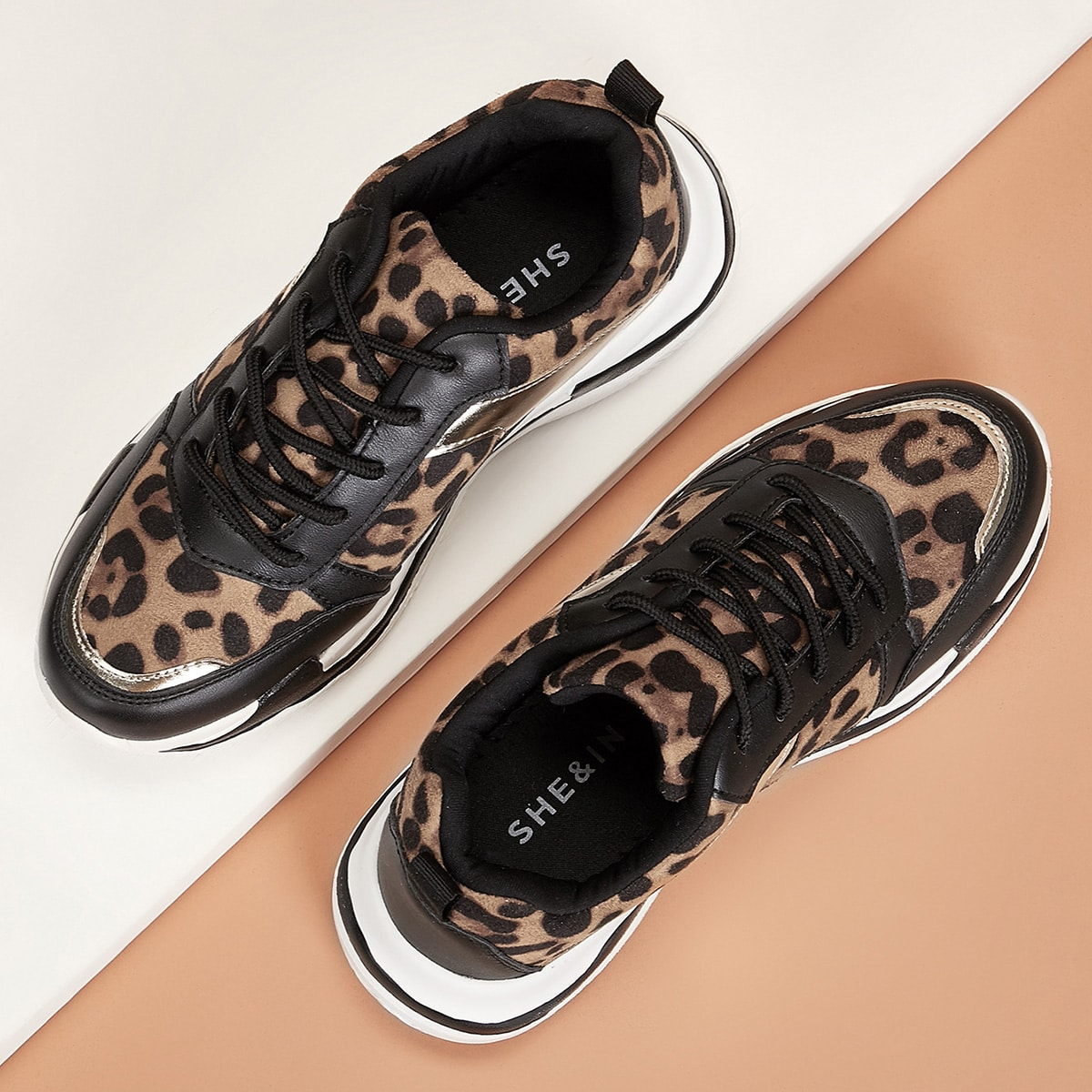 Кроссовки на шнурках с леопардовым принтом от SHEIN