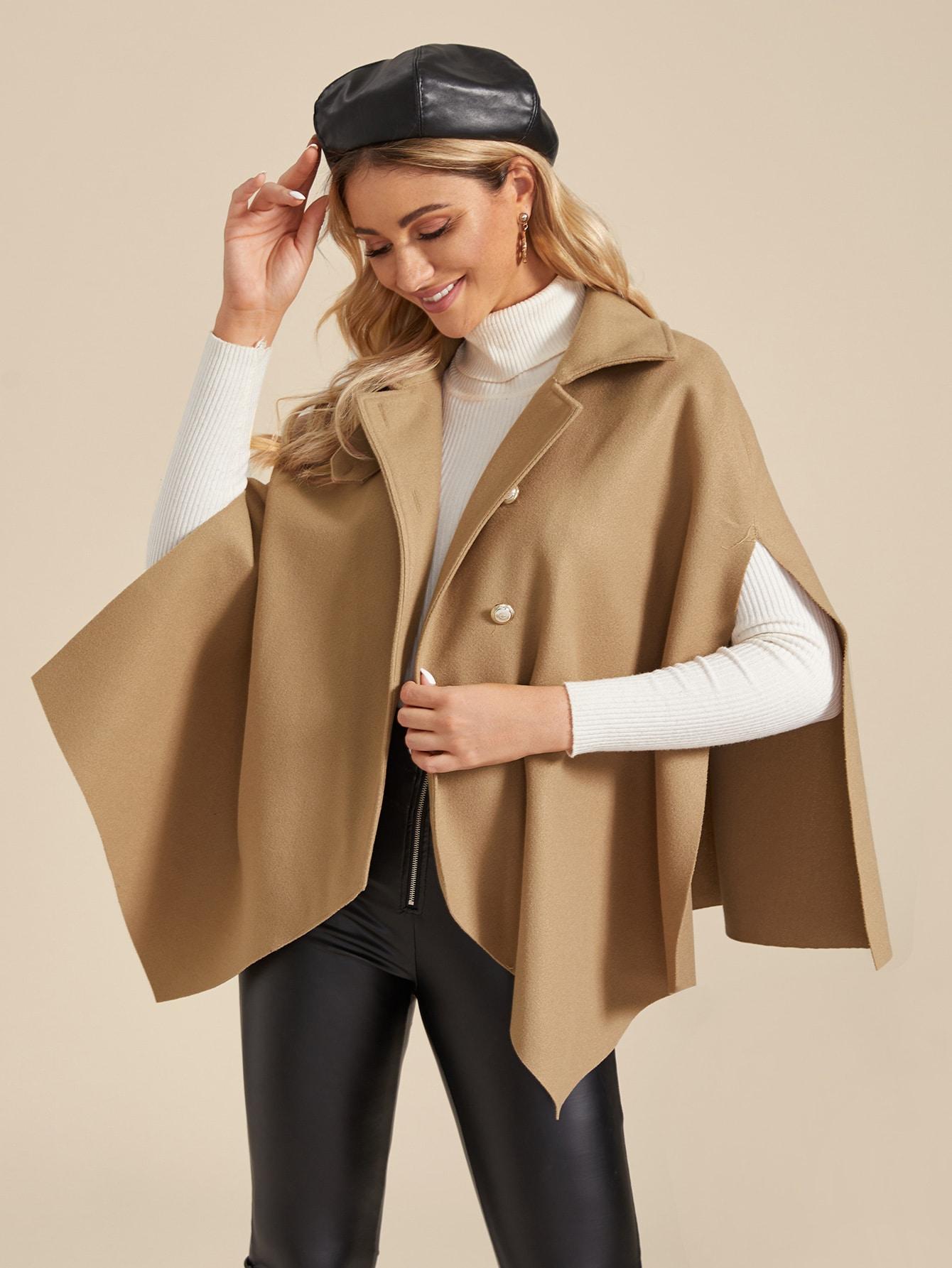 Однотонное пальто-кейп с пуговицами