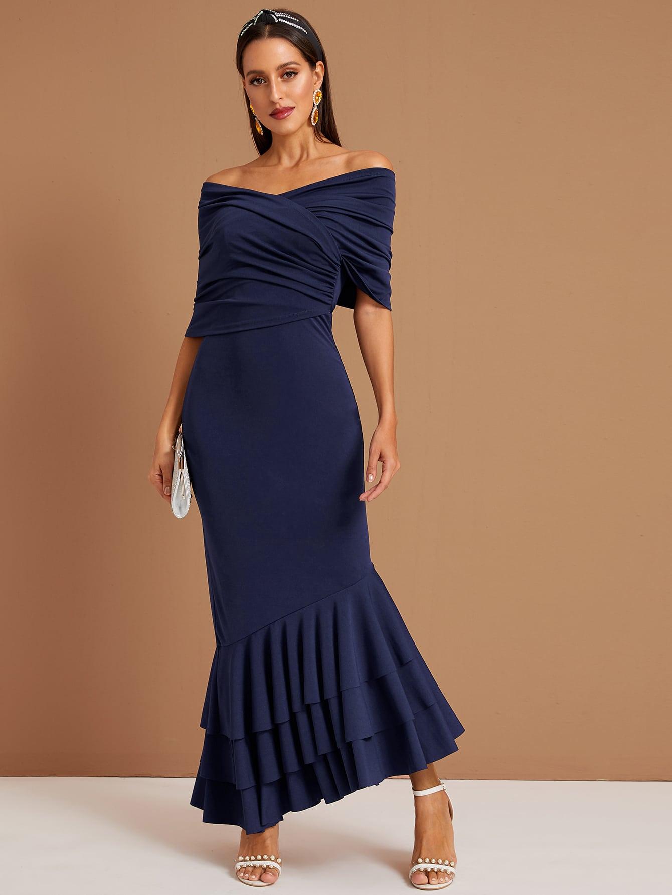 Стильное платье-русалка на запах с многослойным низом