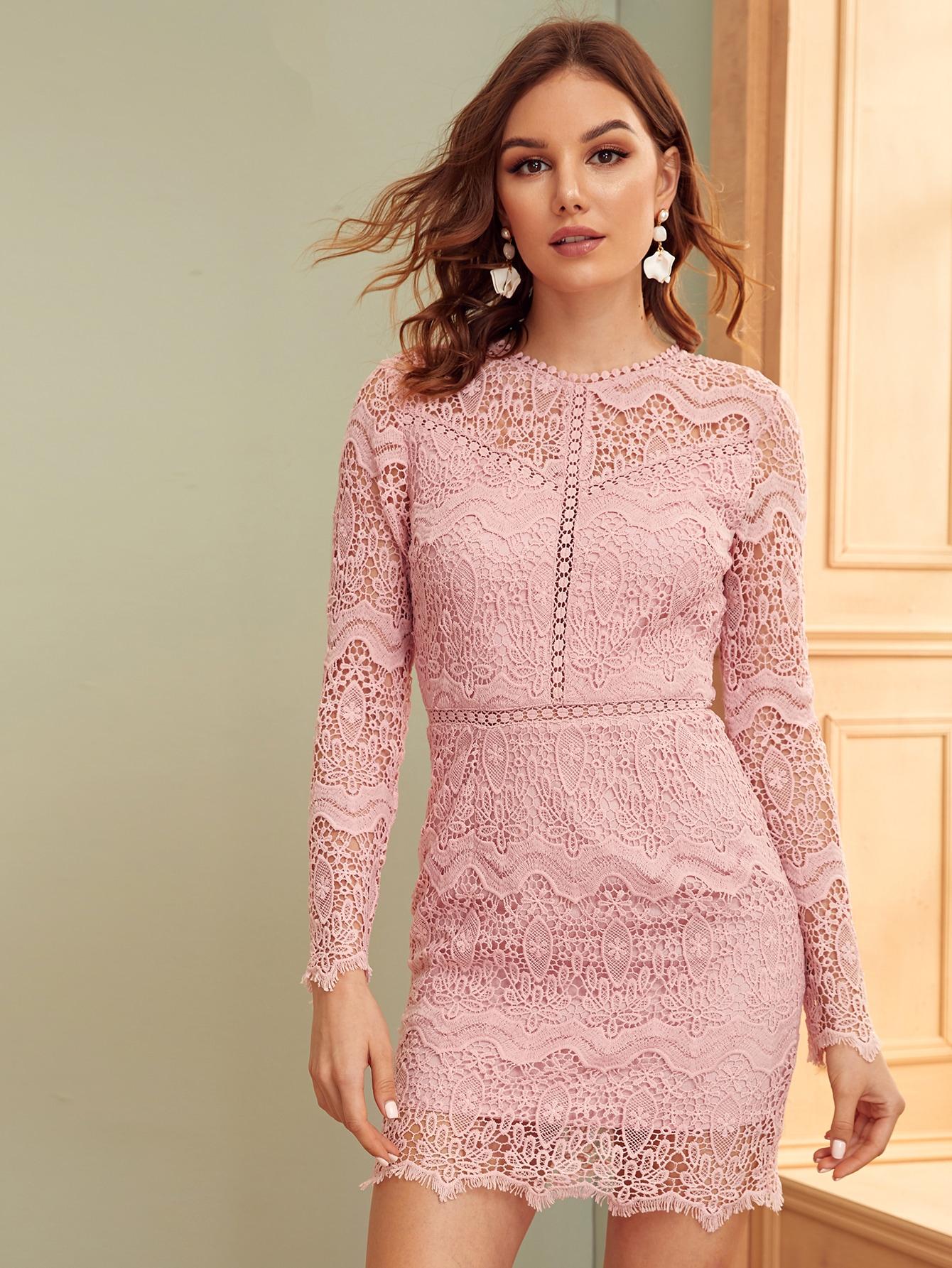 Кружевное облегающее платье с открытой спиной