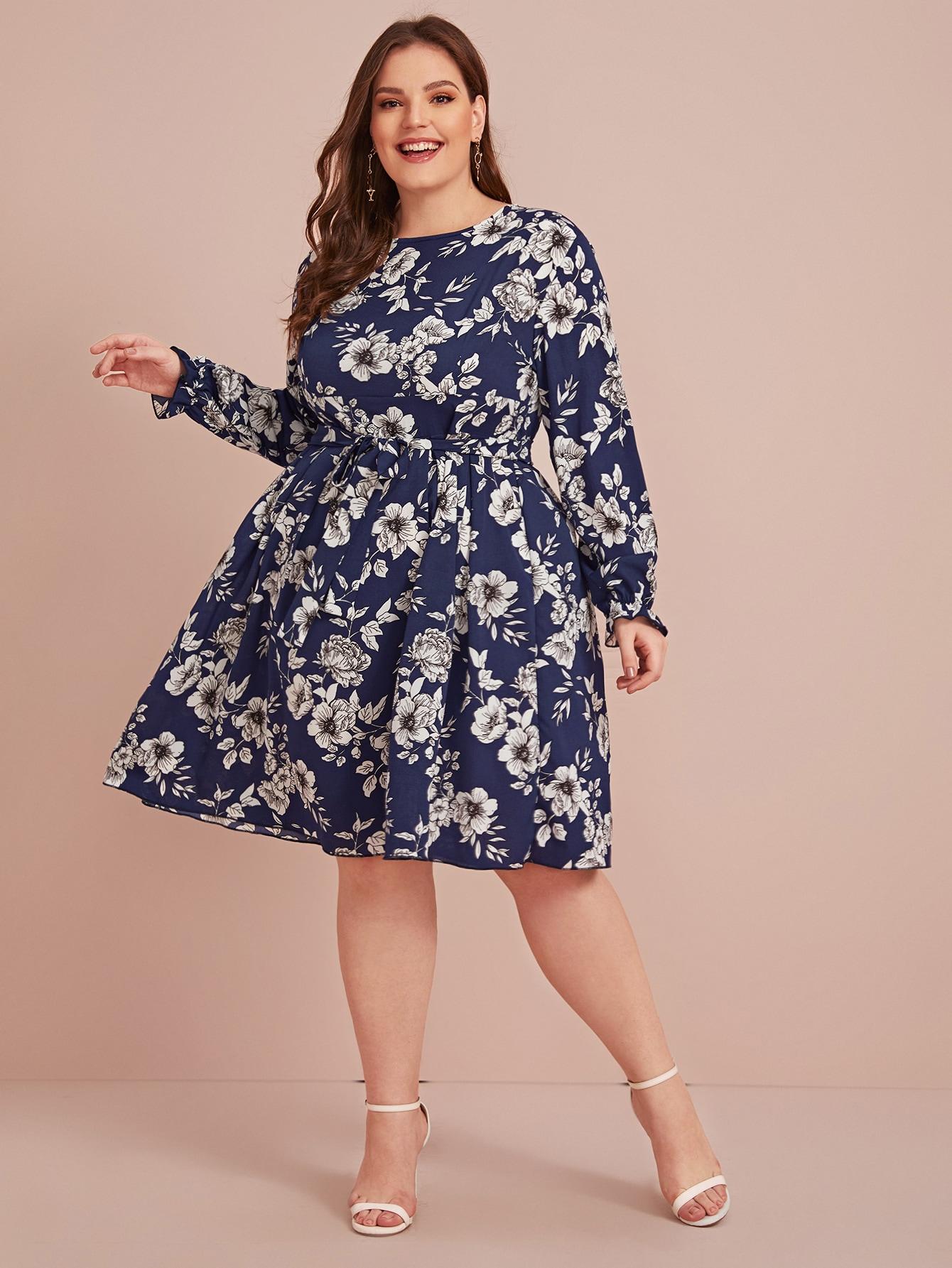 Расклешенное платье с цветочным принтом размера плюс