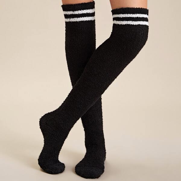 1pair Striped Pattern Fluffy Socks, Black