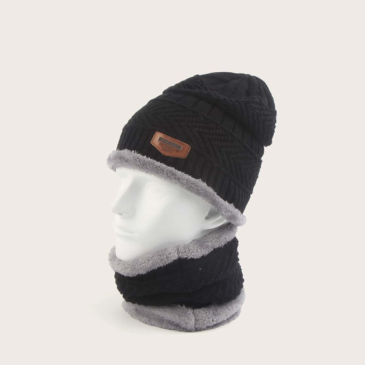 Мужской шарф-кольцо и вязаная шапка с текстовой заплатой от SHEIN