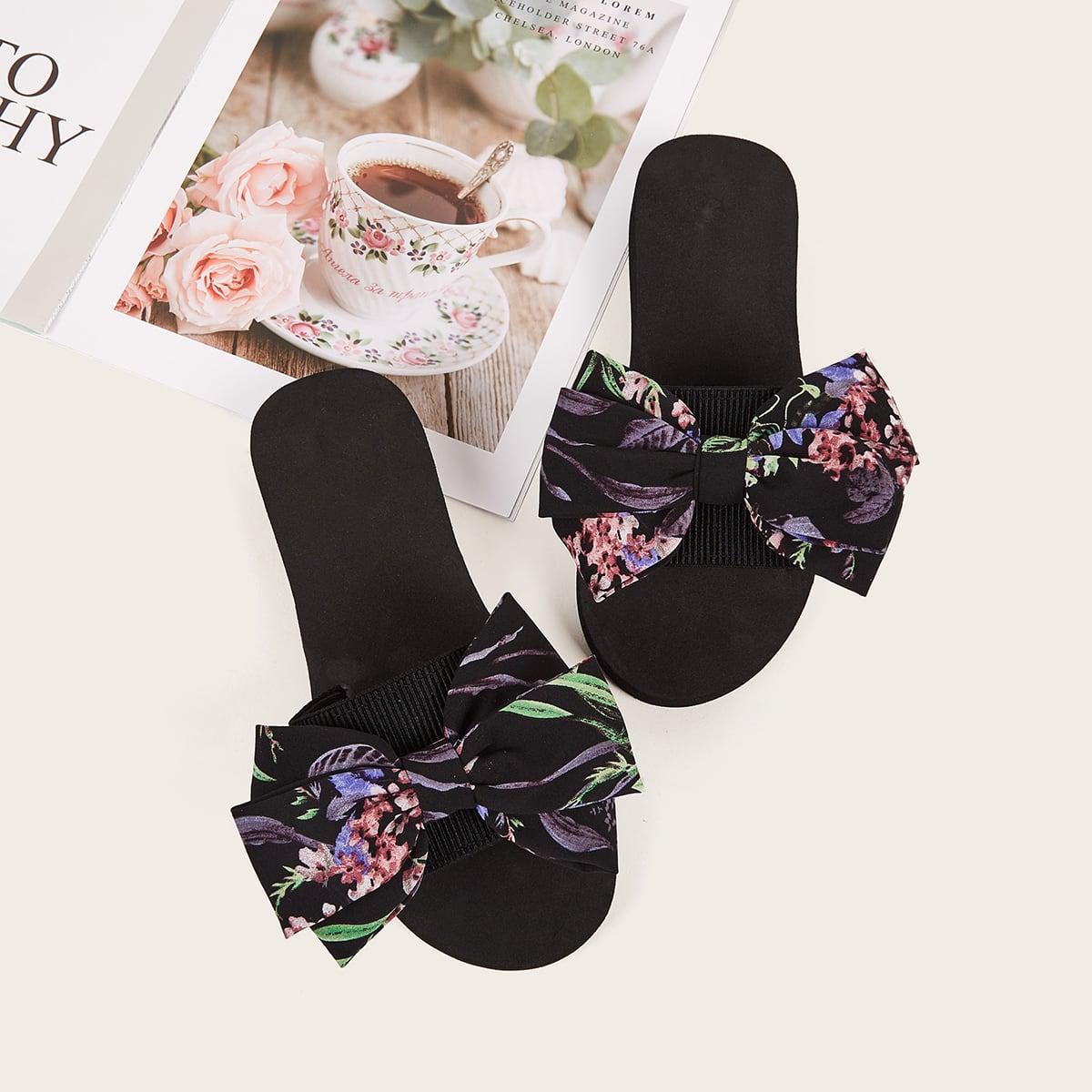 Slippers met open teen en bloemenmotief