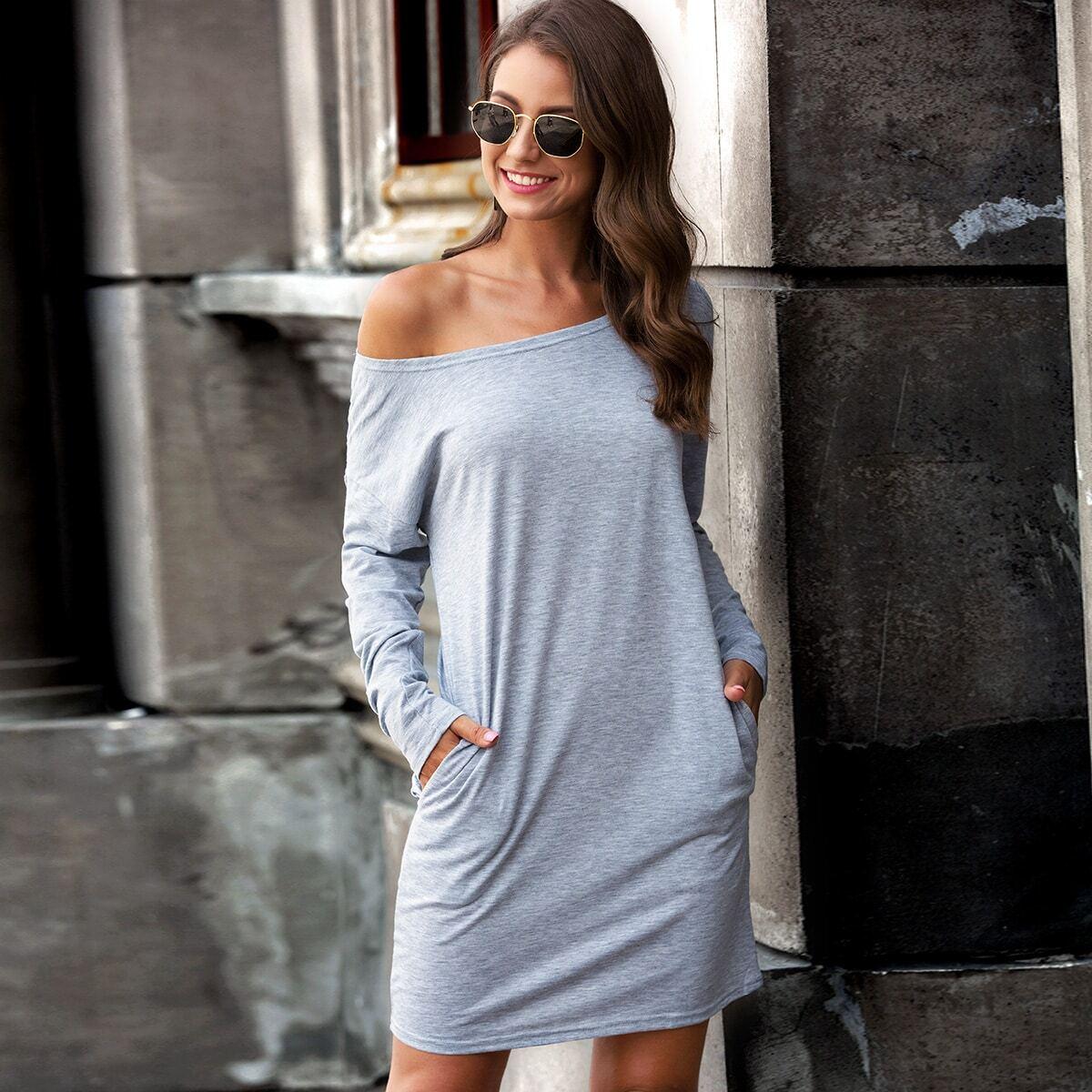 Платье-футболка с карманом и вырезом-лодкой