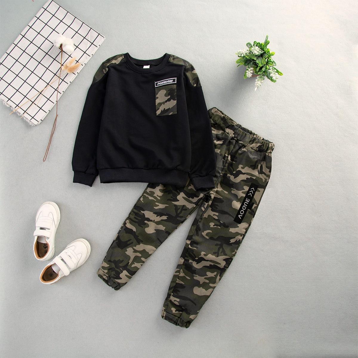 Свитшот с текстовой заплатой и камуфляжным принтом и камуфляжные брюки с текстовым принтом для младенцев от SHEIN