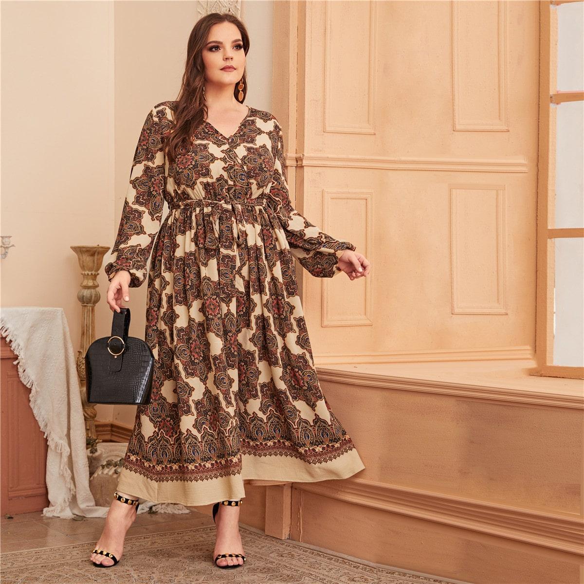 Платье размера плюс с графическим принтом и поясом