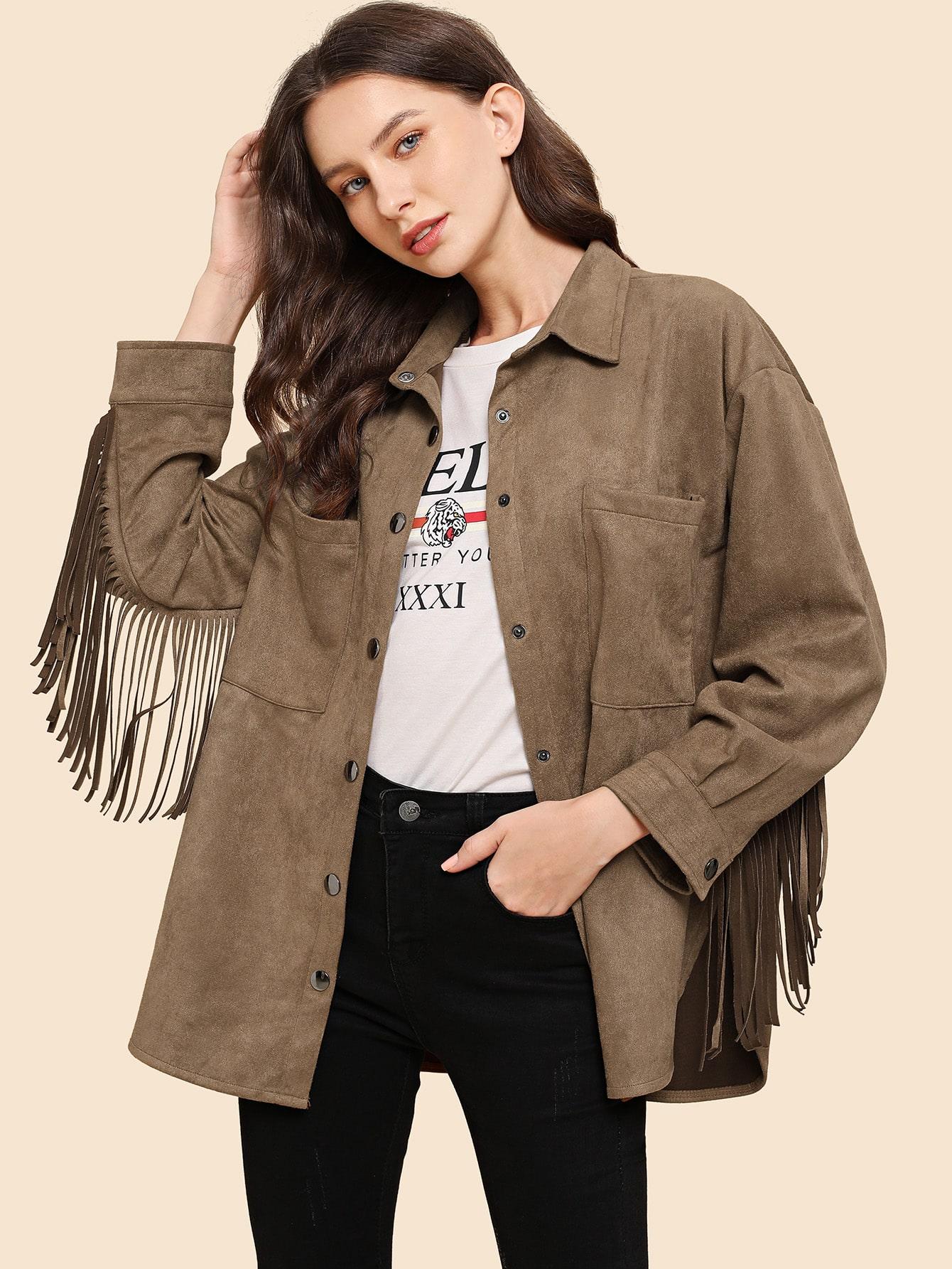 Замшевое пальто с пуговицами, карманом и бахромой