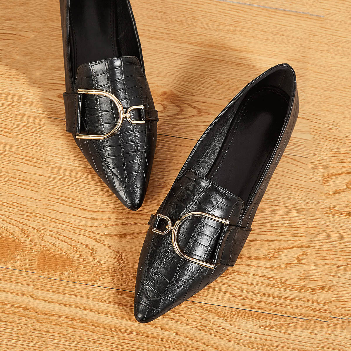 Puntschoen Metal Detail Croc Loafers