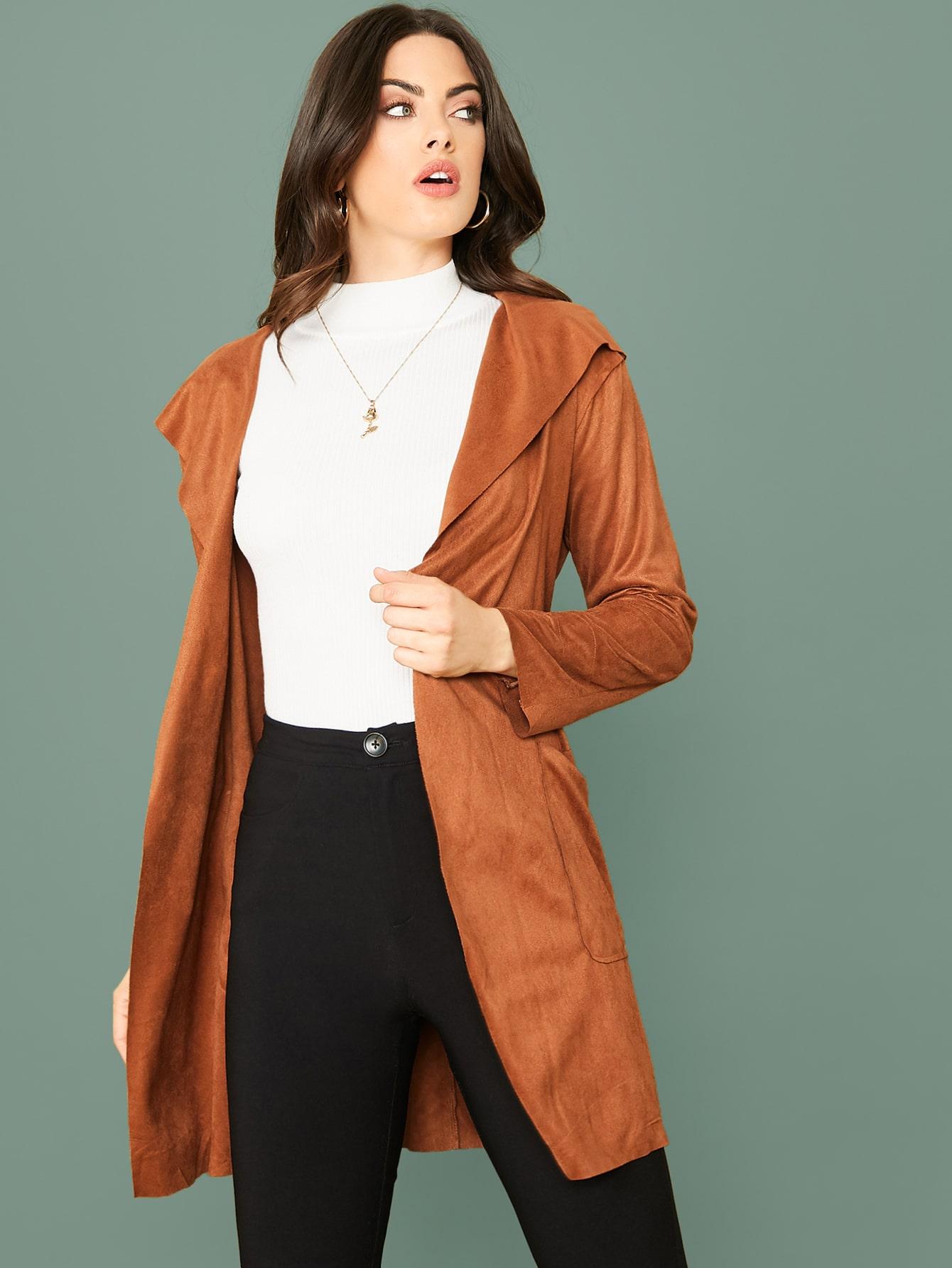 Замшевое пальто с капюшоном, карманом и поясом