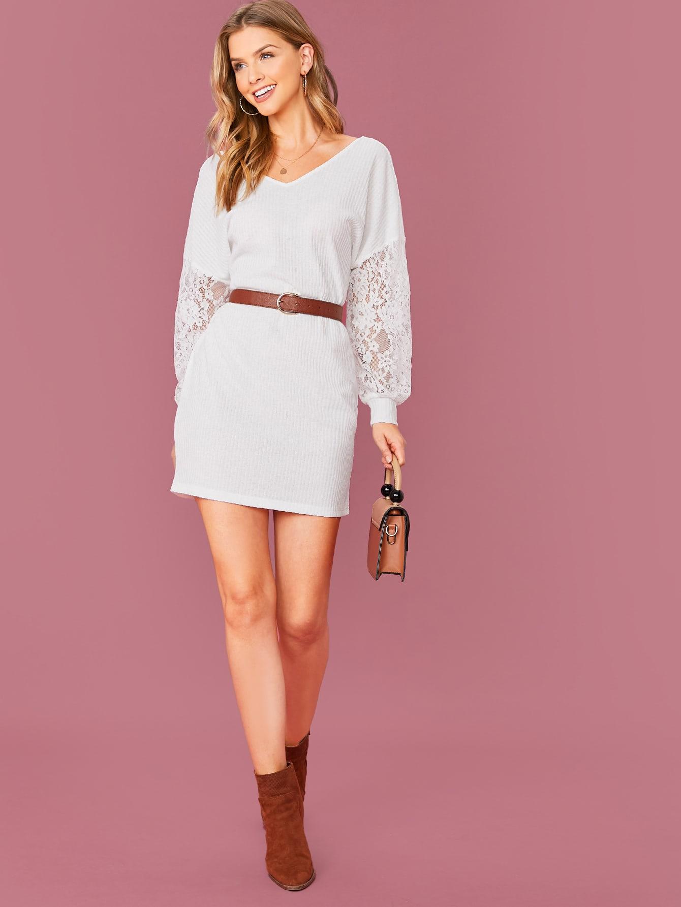 Вязаное платье с кружевным рукавом и драпировкой без пояса